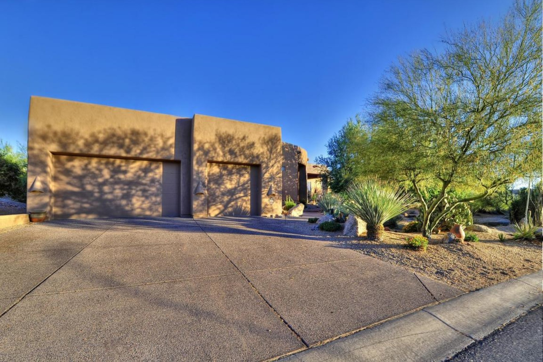 獨棟家庭住宅 為 出售 在 Perfect retreat or second home 9731 E Hidden Green Dr Scottsdale, 亞利桑那州 85262 美國