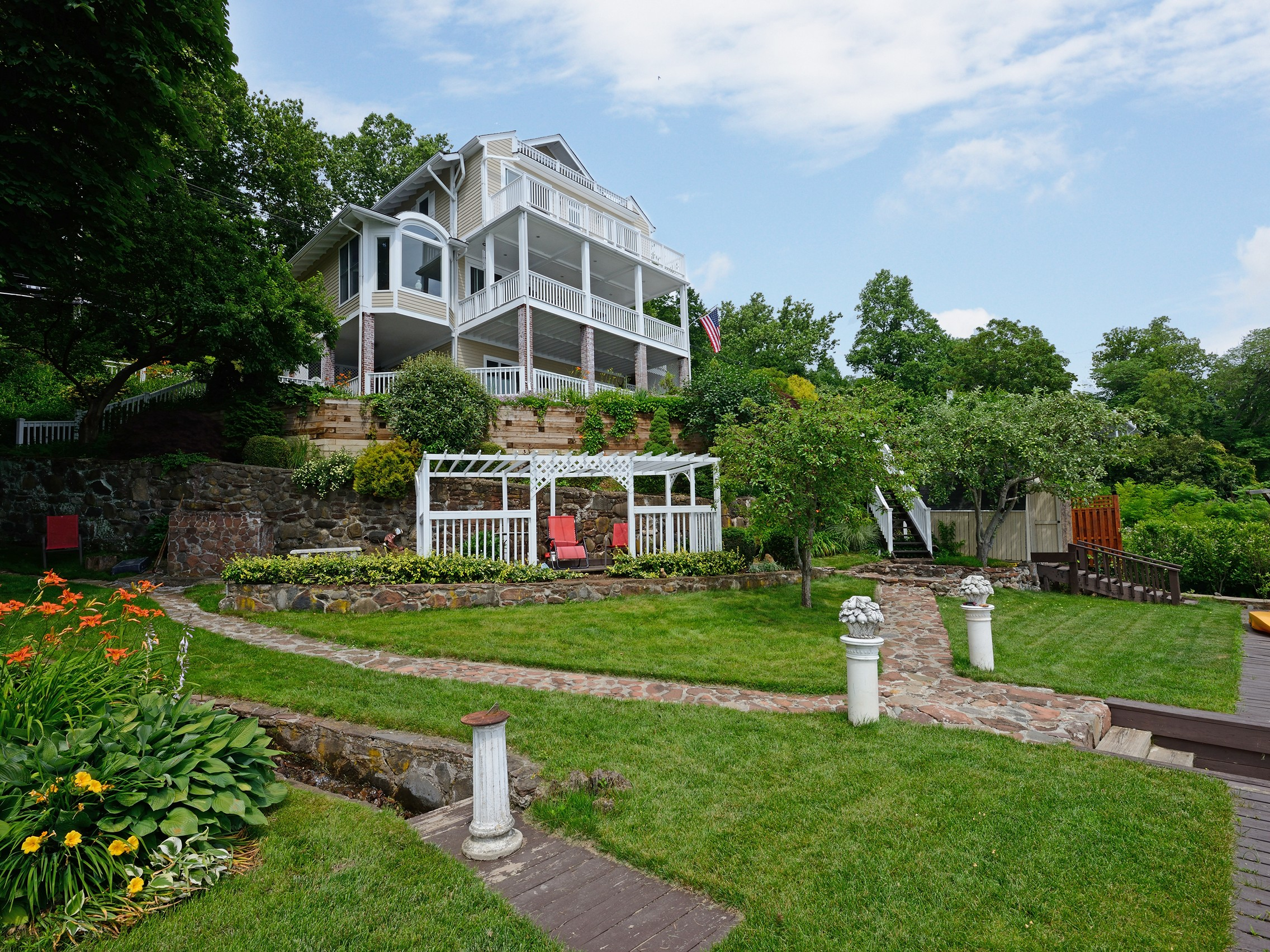 sales property at Hudson Riverfront Colonial