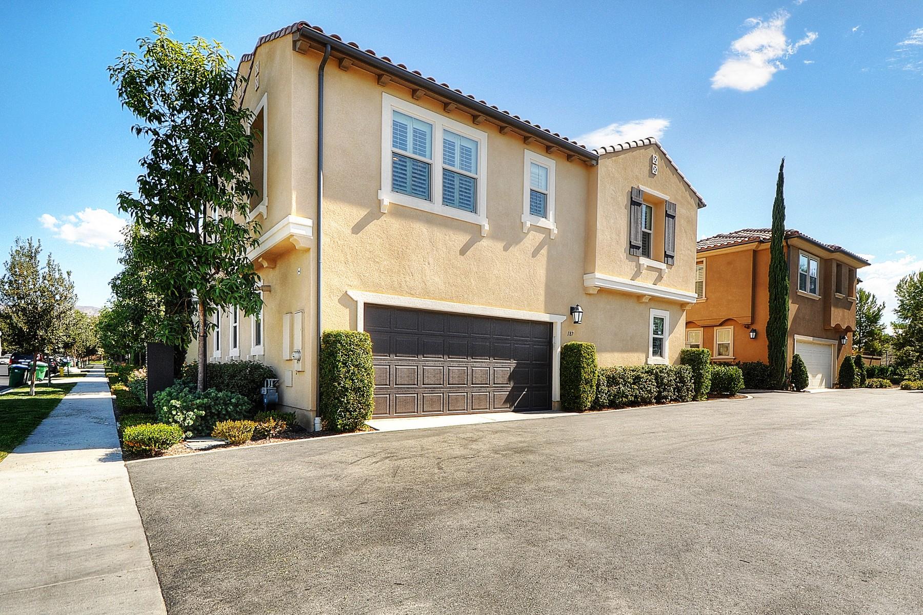 Condominio por un Venta en 187 Pathway Irvine, California 92618 Estados Unidos