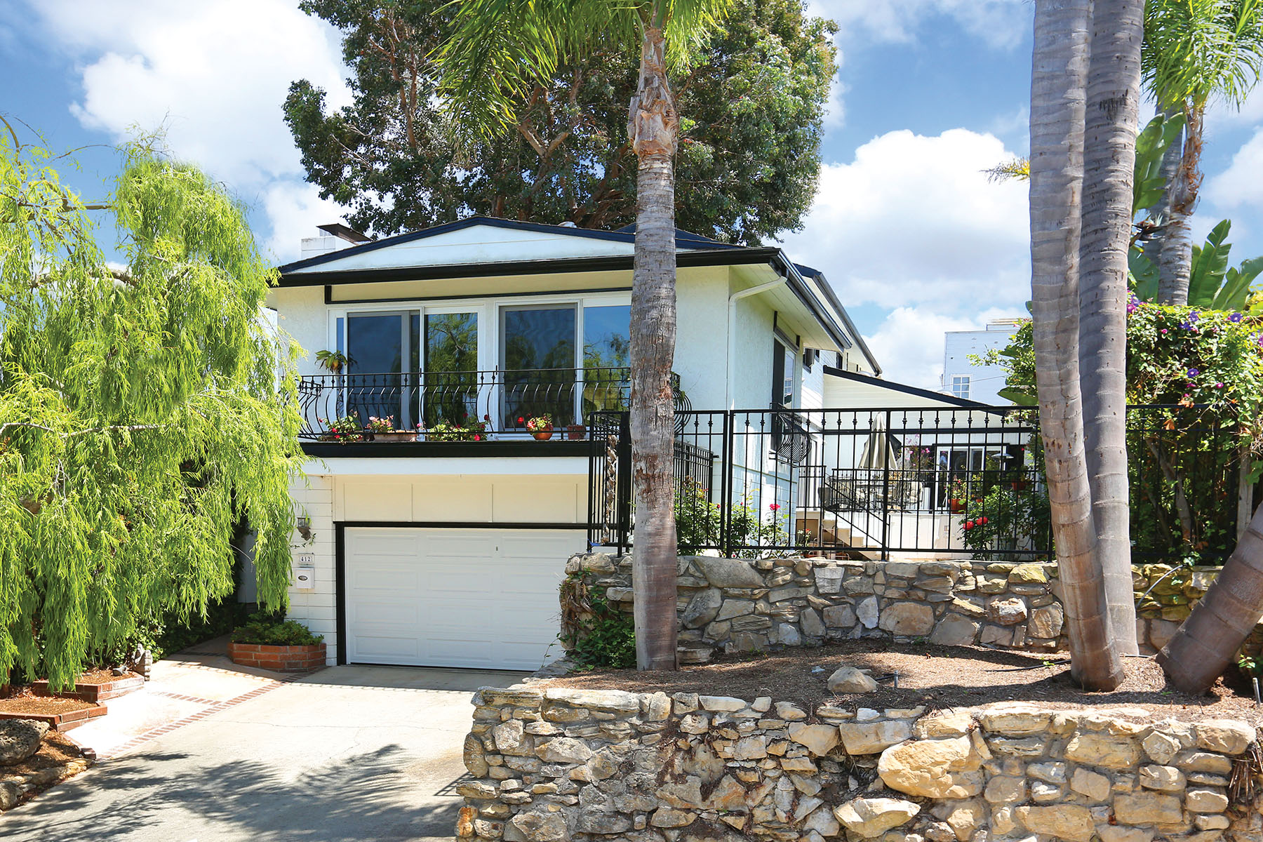 Single Family Home for Sale at 412 Avocado Ave 412 Avocado Aveue Corona Del Mar, California 92625 United States