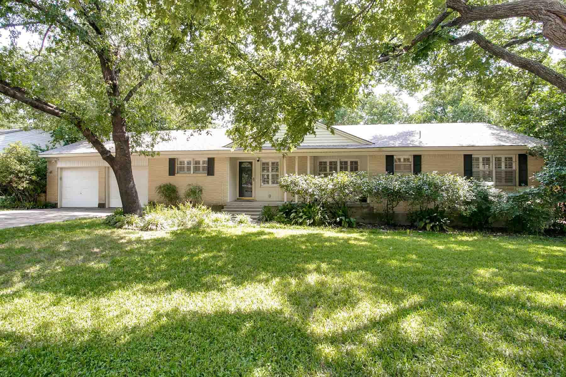 獨棟家庭住宅 為 出售 在 Ridglea Hills Classic 3929 Clayton Road West Fort Worth, 德克薩斯州, 76116 美國