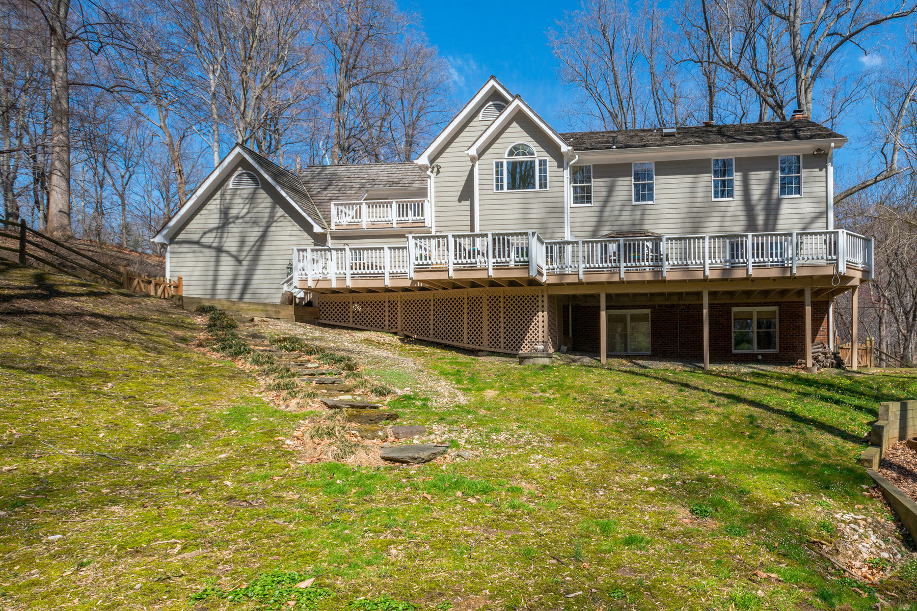 Additional photo for property listing at 9117 Maria Avenue, Great Falls  Great Falls, Virginia 22066 Verenigde Staten