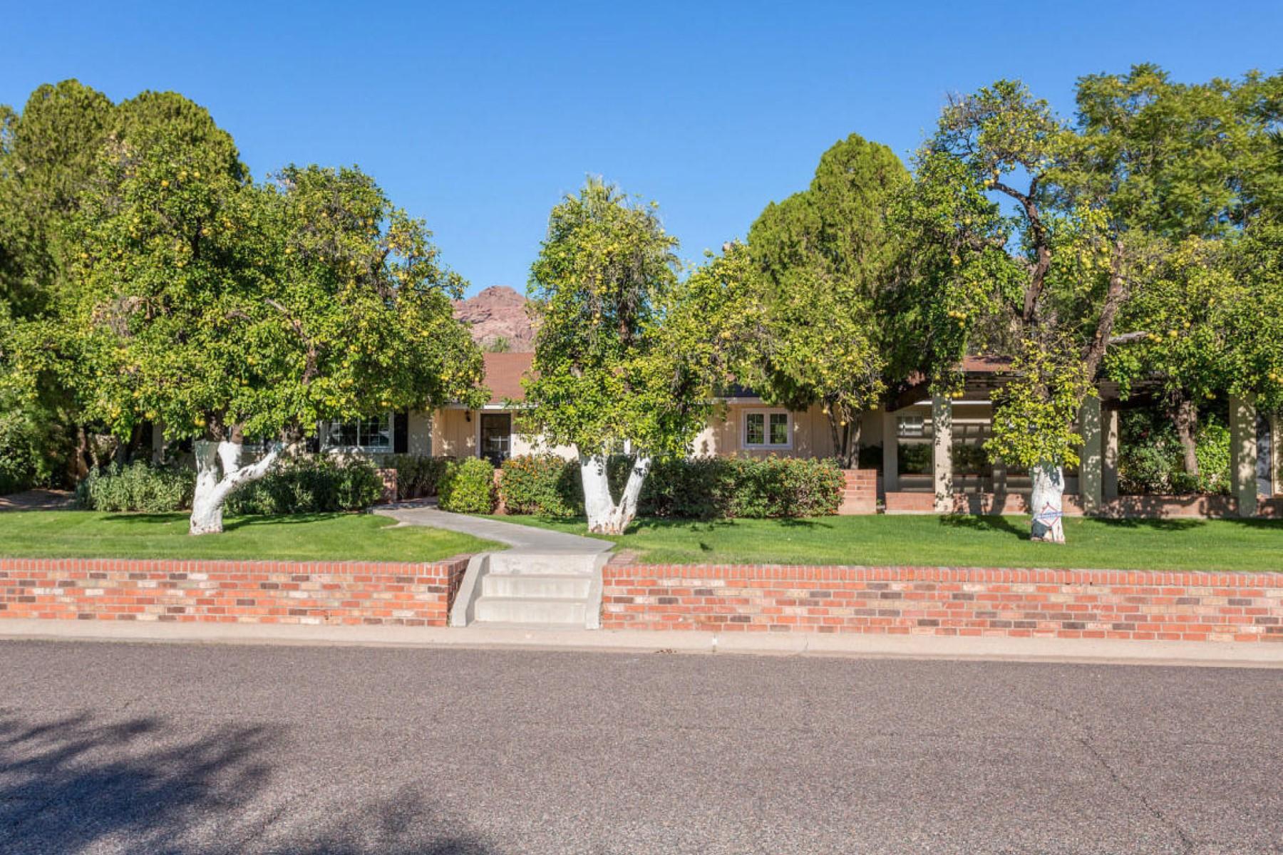 Casa Unifamiliar por un Venta en Charming 1957 Arcadia home with many upgrades 4714 E Calle Del Medio Phoenix, Arizona 85018 Estados Unidos