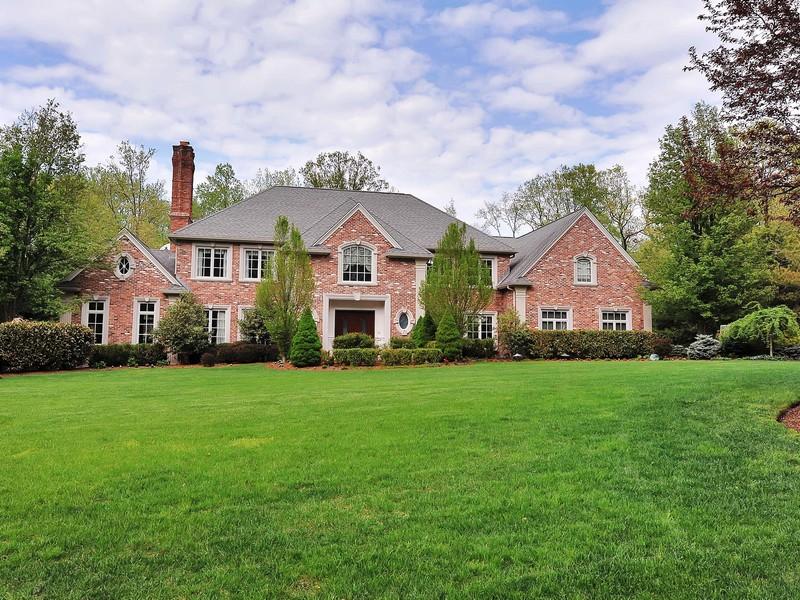 Частный односемейный дом для того Продажа на Elegant Brick Colonial 5 Birch Rd Alpine, 07620 Соединенные Штаты