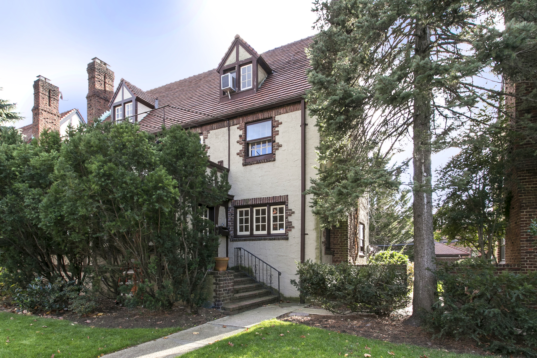 """Single Family Home for Rent at """"GARDEN BEAUTY"""" Forest Hills, New York 11375 United States"""