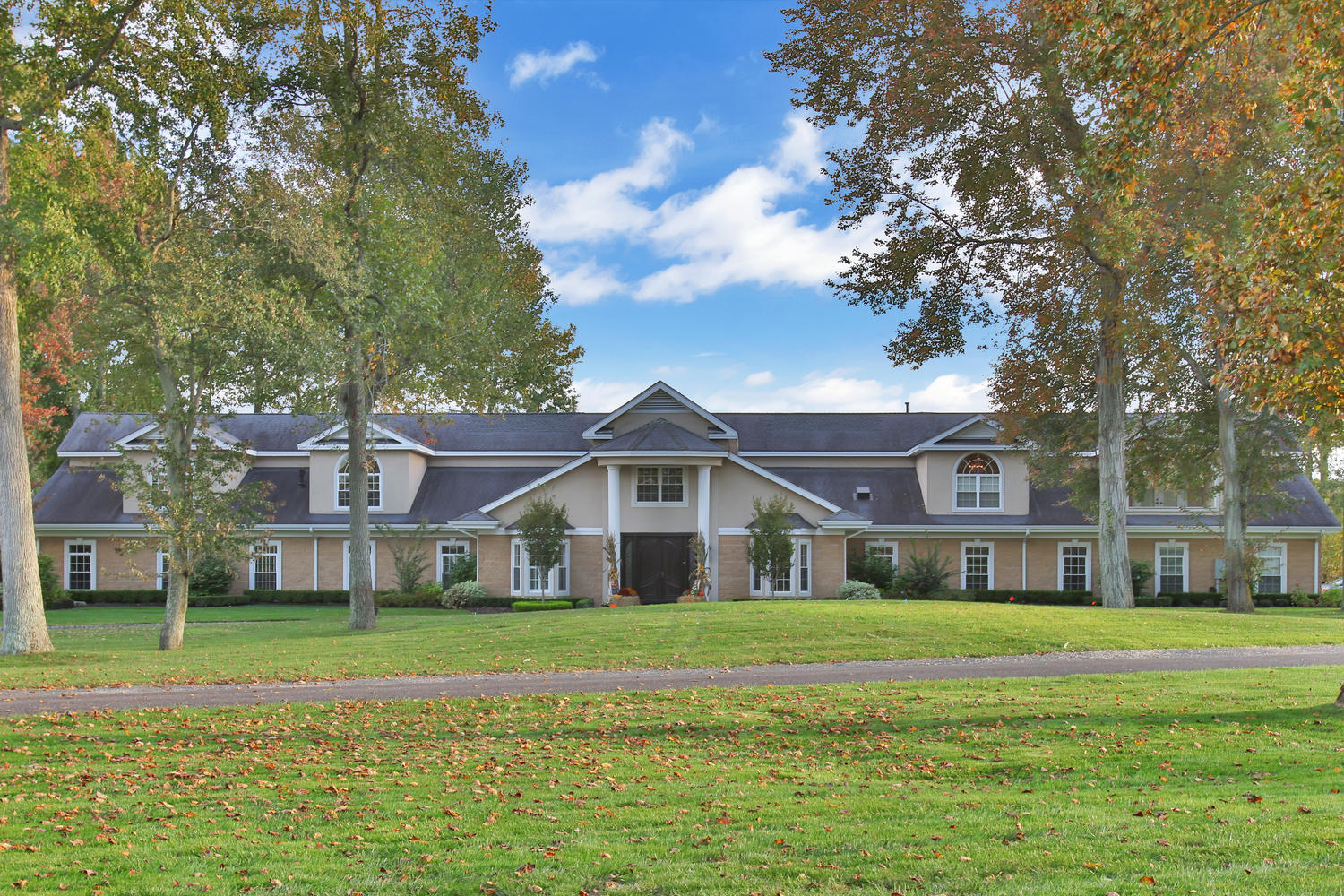 Villa per Vendita alle ore Extraordinary Colts Neck Estate 1 Secretariat Drive Colts Neck, New Jersey, 07722 Stati Uniti