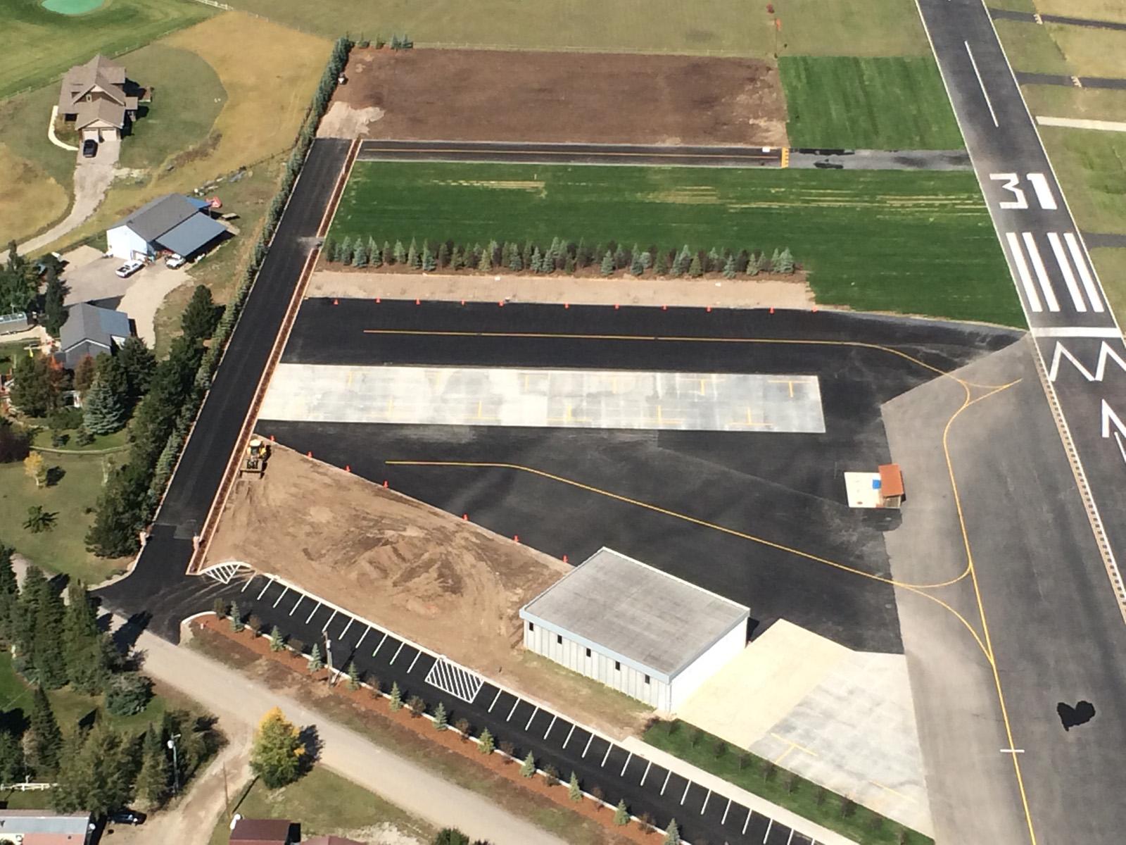 Casa para uma família para Venda às Modern Rustic Custom Hangar / Home Lot 154 Landings Way Alpine, Wyoming 83128 Estados Unidos