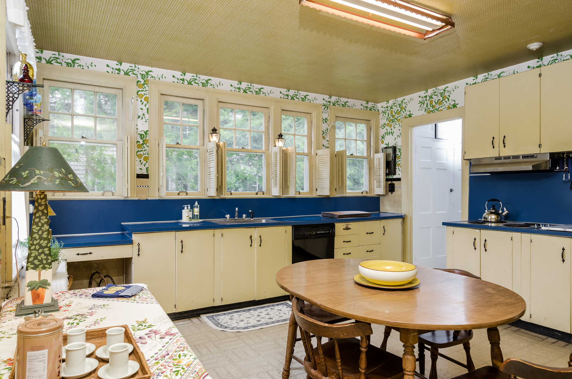 Additional photo for property listing at They Don't Make Them Like This Anymore - Hopewell Township 1214 River Road Titusville, New Jersey 08560 United States