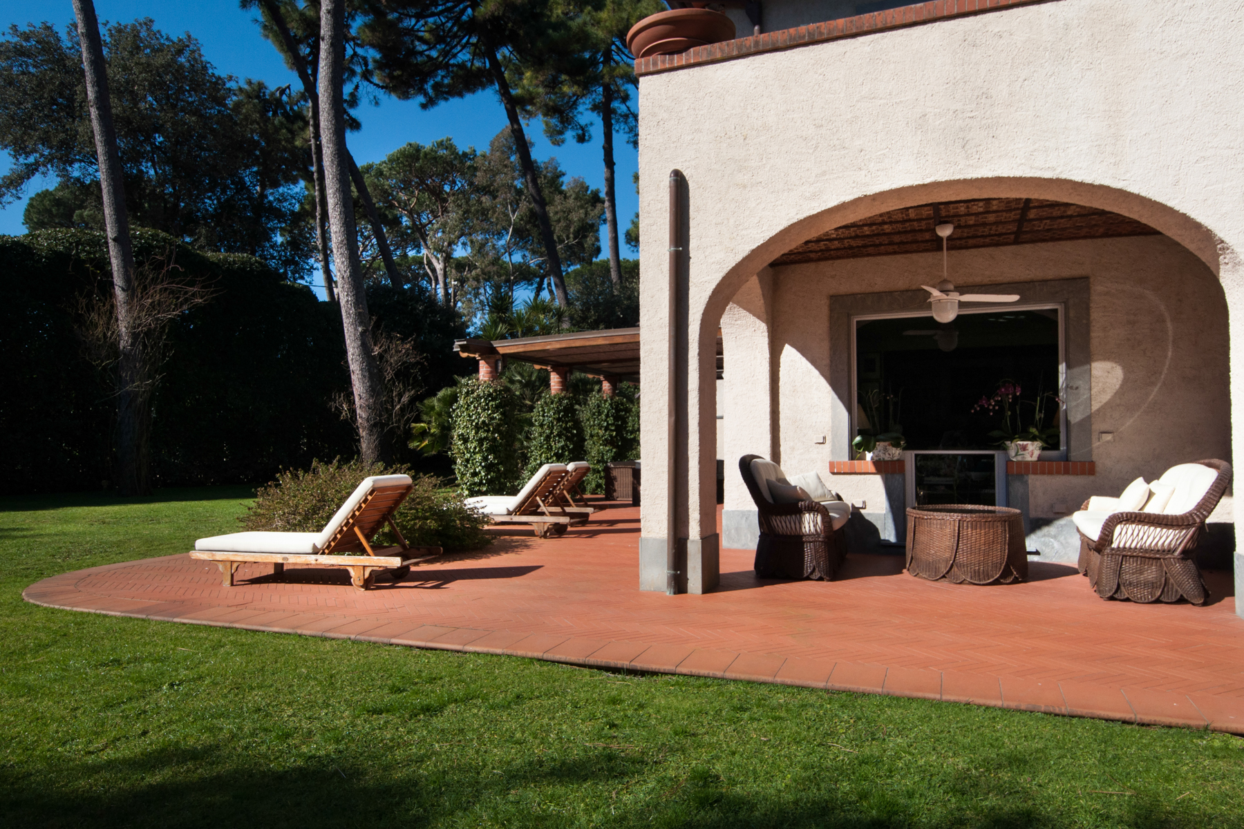 Additional photo for property listing at Charming property in Roma Imperiale  Forte Dei Marmi, Lucca 55042 Italia