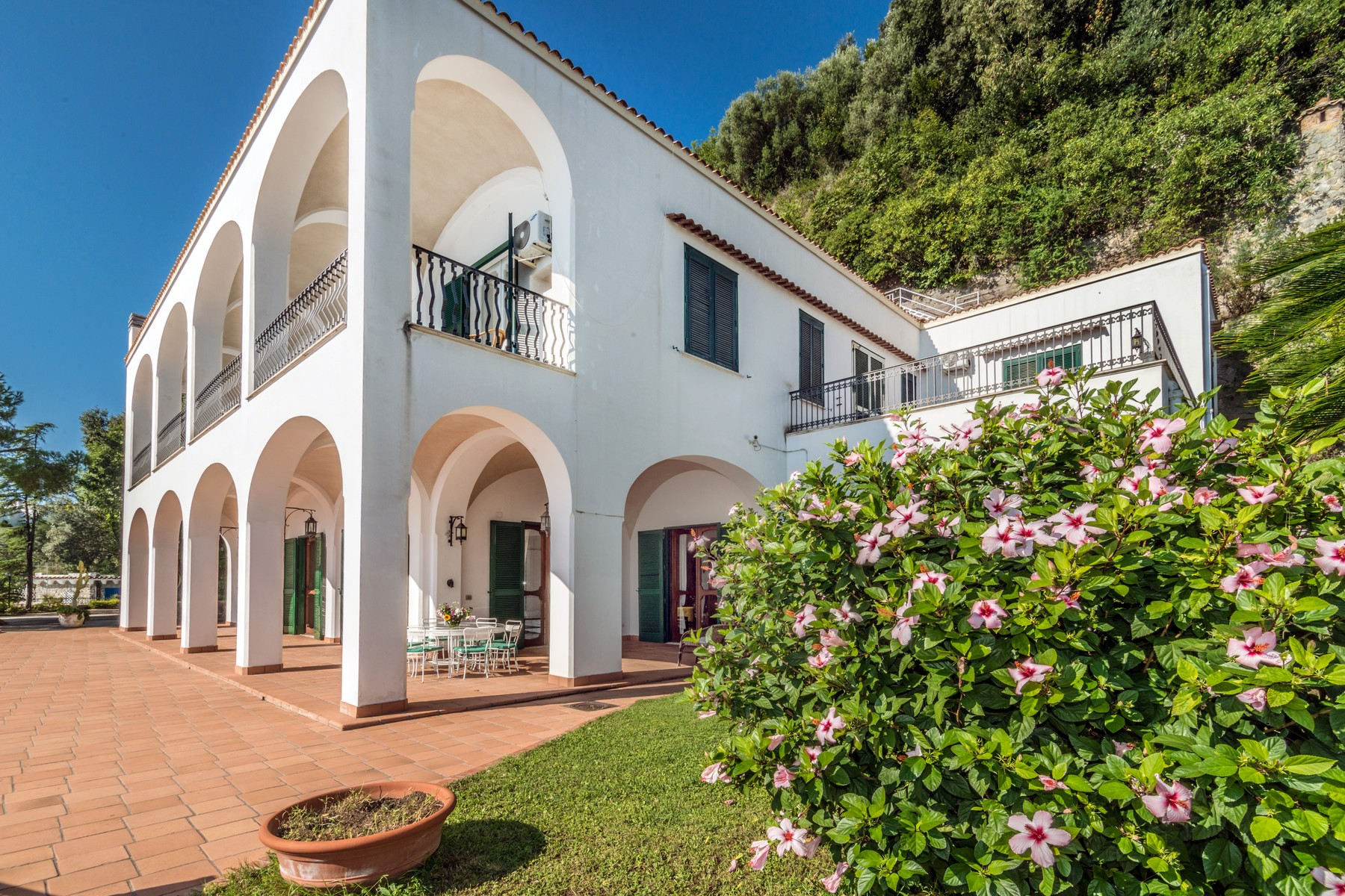 Additional photo for property listing at Unique seafront villa on the Amalfi Coast Vietri sul Mare Vietri Sul Mare, Salerno 84019 Italien