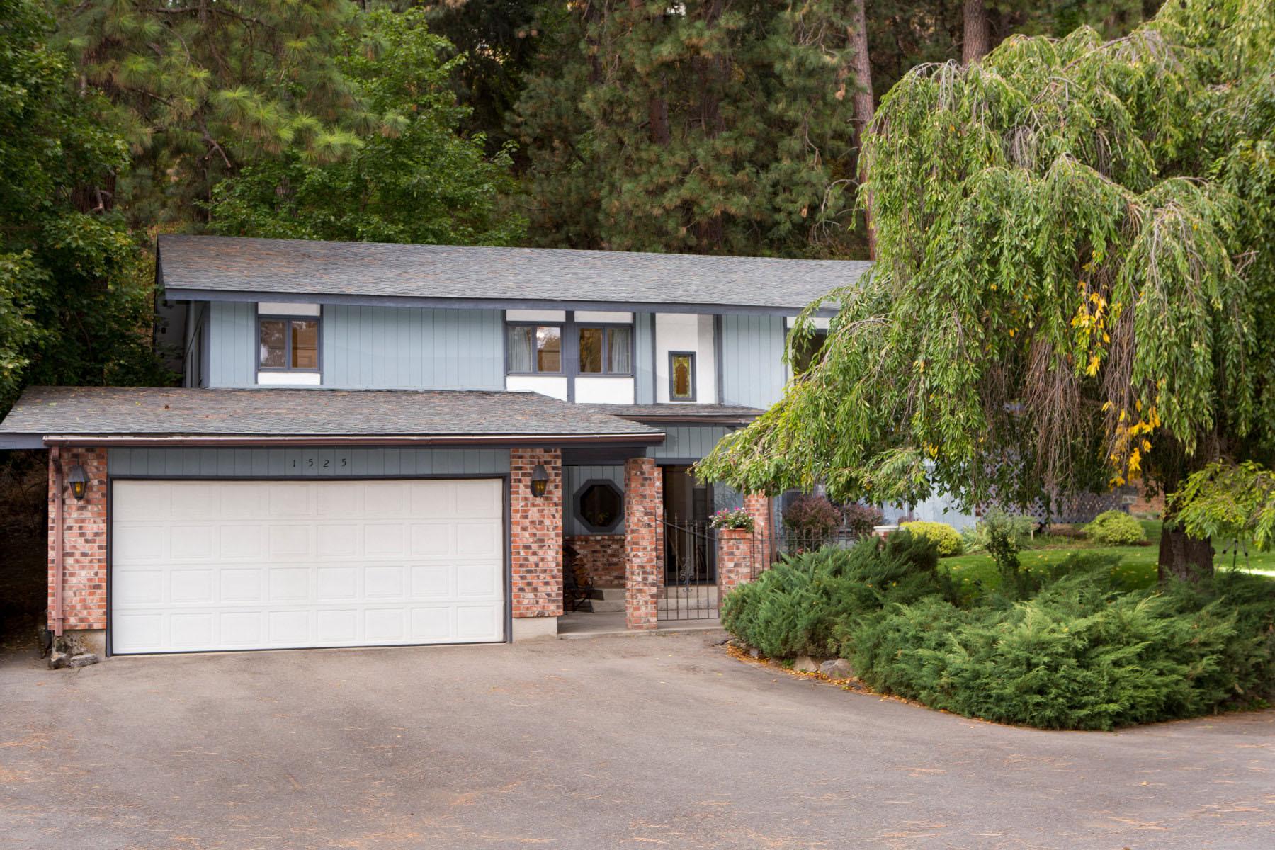 Single Family Home for Sale at Private & serene home in Dalton Gardens 1525 E Woodland Dr Dalton Gardens, Idaho 83815 United States