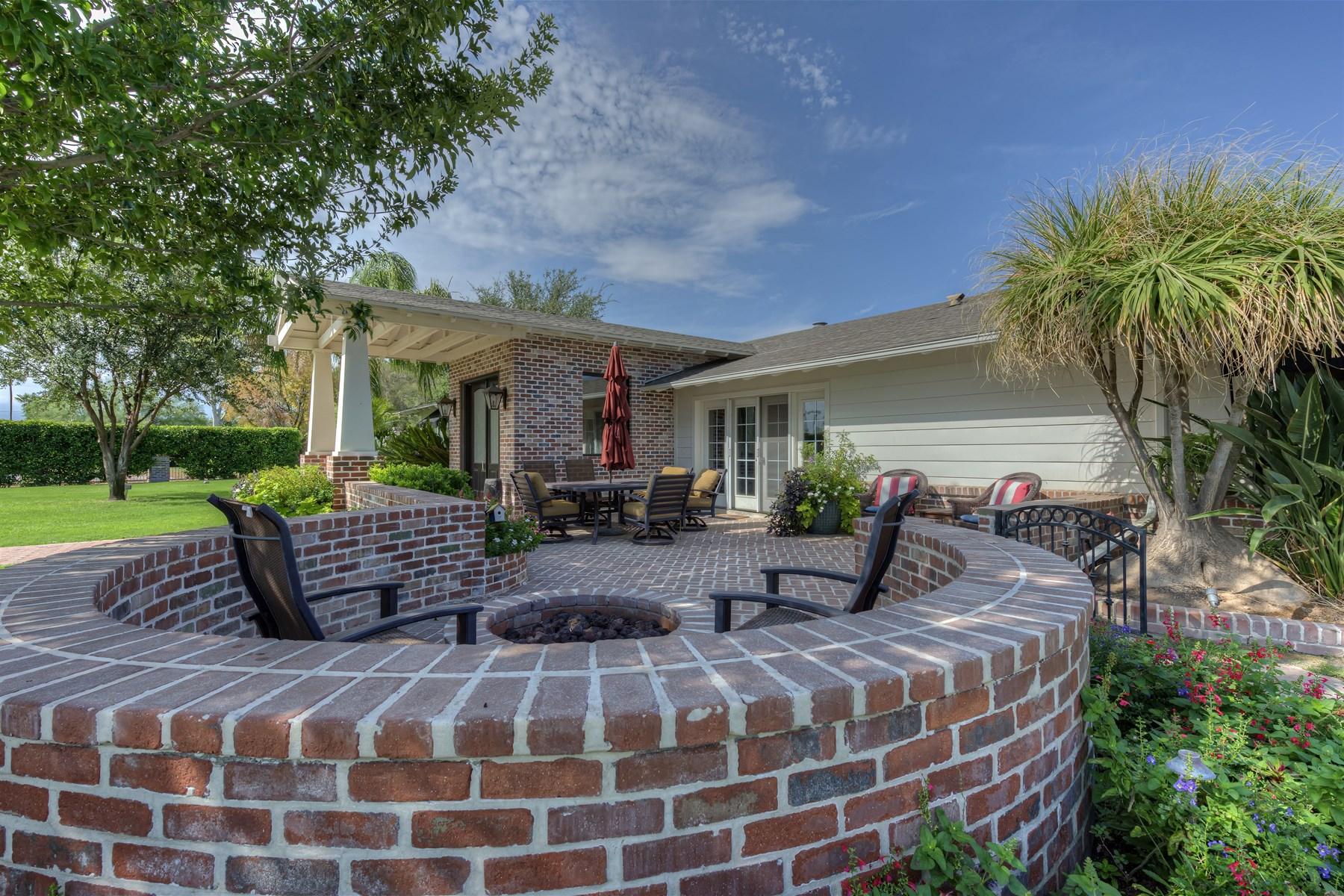 Casa Unifamiliar por un Venta en Wonderful family home is located in the heart of true Arcadia 4102 N 65th St Scottsdale, Arizona 85251 Estados Unidos