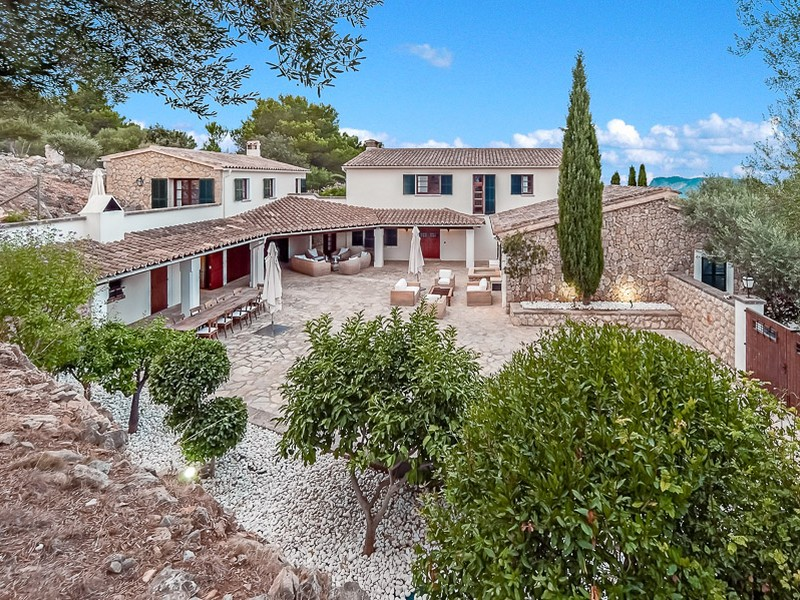 Casa Multifamiliar por un Venta en Country Estate with sea views and stable Son Font Son Font, Mallorca 07184 España