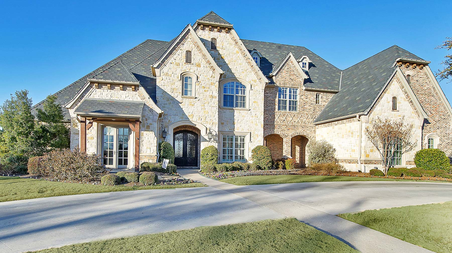 独户住宅 为 销售 在 Extraordinary Mira Vista Traditional 6558 Saucon Valley Drive Fort Worth, 得克萨斯州 76132 美国