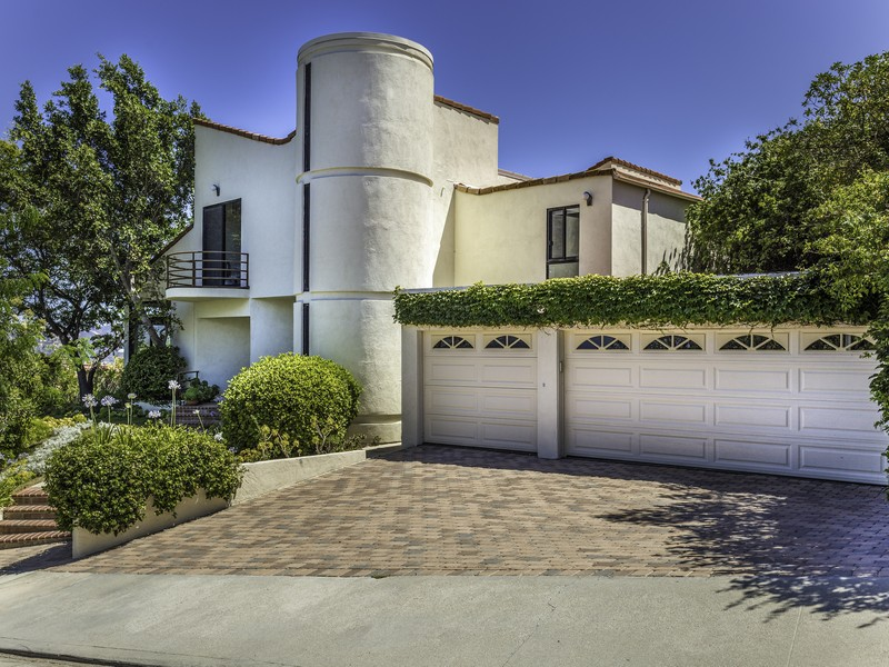 Single Family Home for Sale at 24620 Cordillera Calabasas, California, 91302 United States