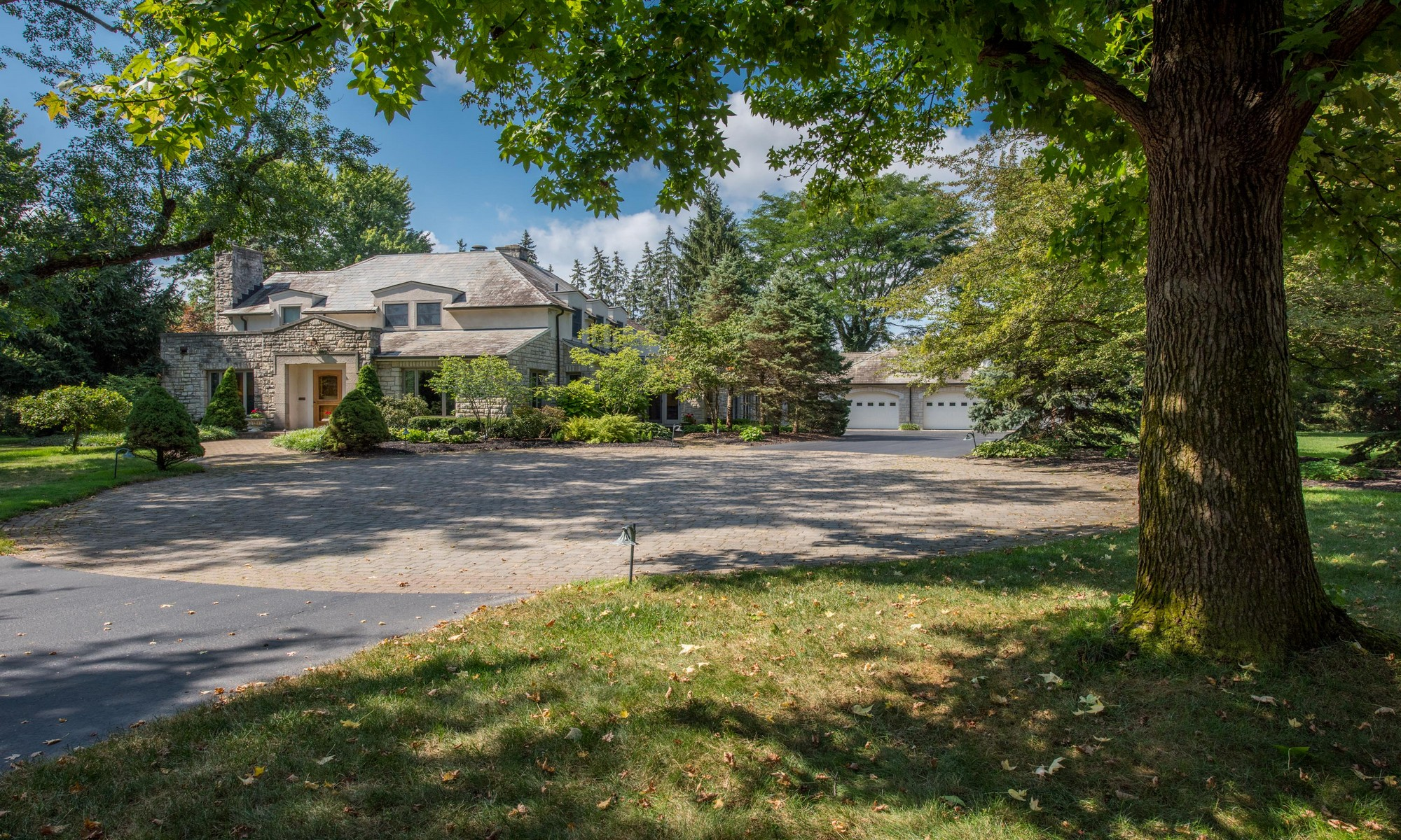 Property For Sale at 2635 Asbury Drive, Upper Arlington, Ohio