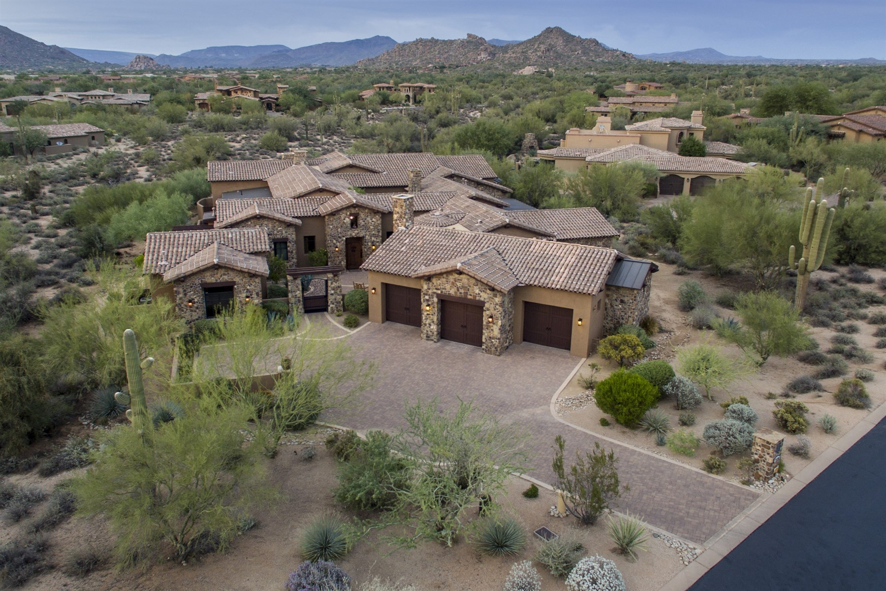 一戸建て のために 売買 アット Custom Home located on over an acre in Whisper Rock Estates 7378 E Lower Wash Pass Scottsdale, アリゾナ, 85266 アメリカ合衆国