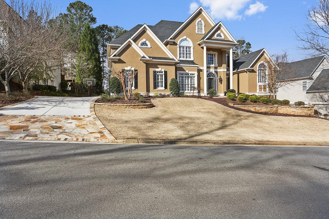 Casa para uma família para Venda às Resort Living 3013 Golf Crest Lane Woodstock, Geórgia 30189 Estados Unidos
