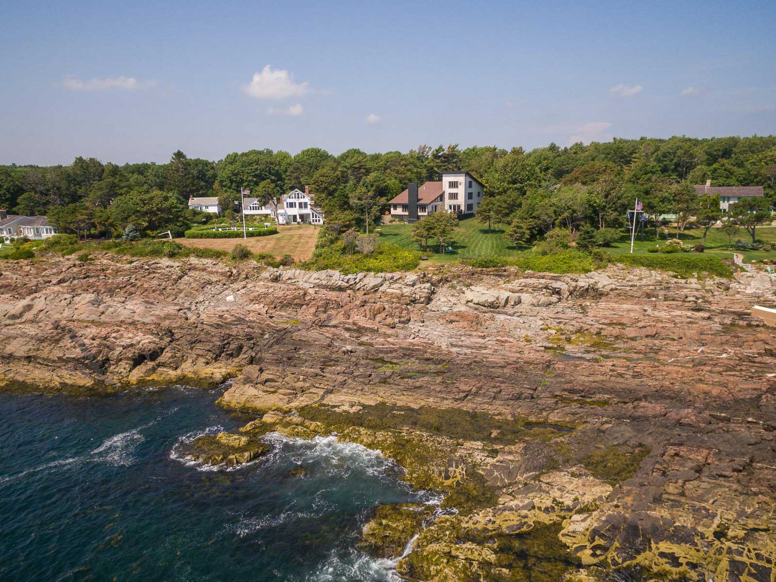 獨棟家庭住宅 為 出售 在 Gated Oceanfront Contemporary in Cape Neddick 421 Shore Road York, 緬因州 03902 美國