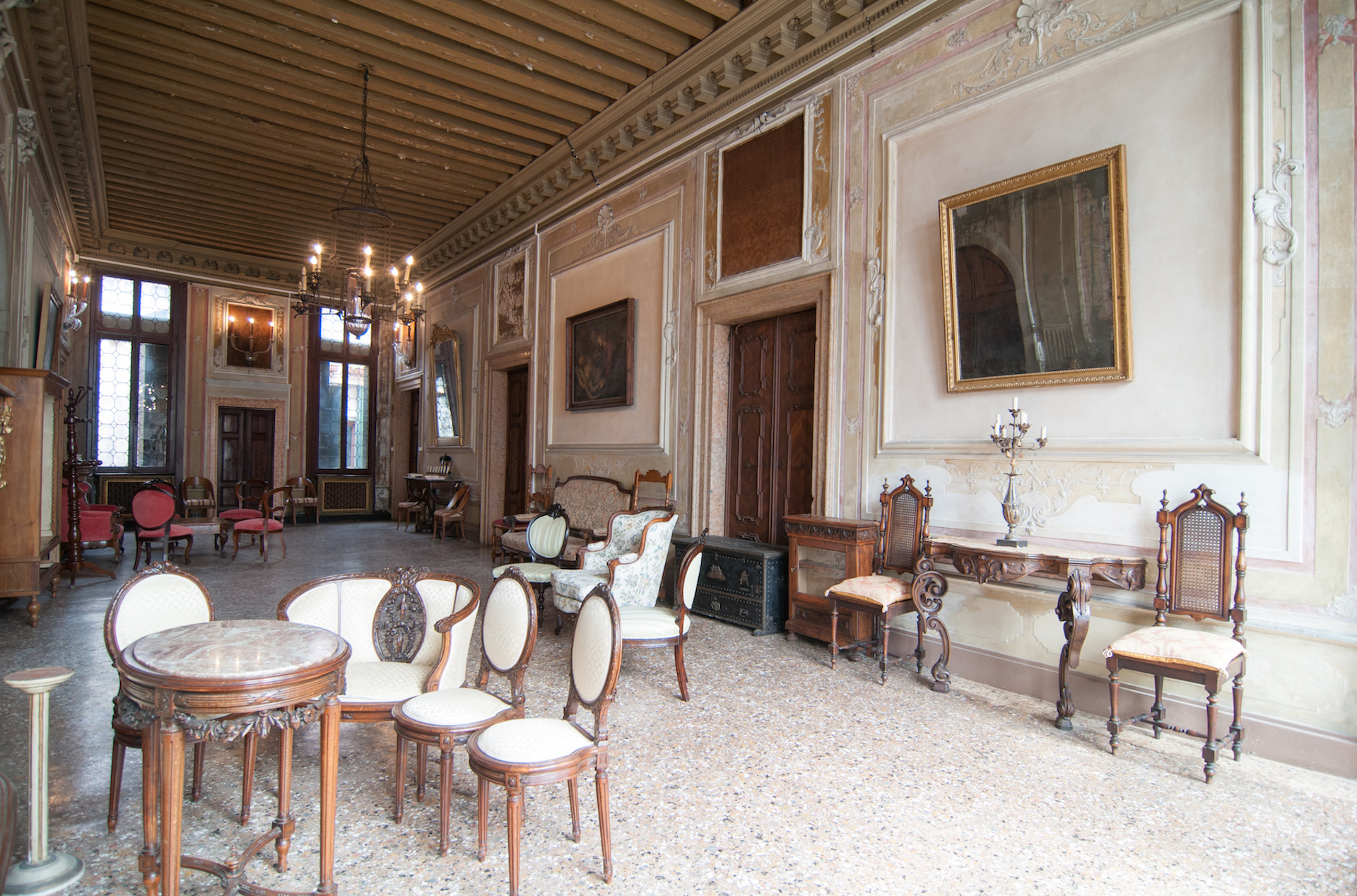 Additional photo for property listing at Historic Piano Nobile with canal views and terrace Cannaregio Venice, Venice Italien