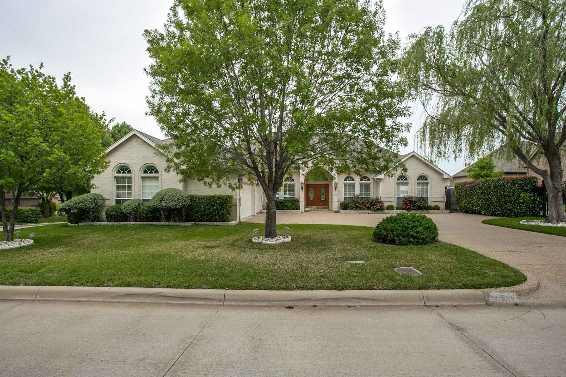 Single Family Home for Sale at Immaculately Maintained One-Story Home 6936 Vista Ridge Court Fort Worth, Texas, 76132 United States