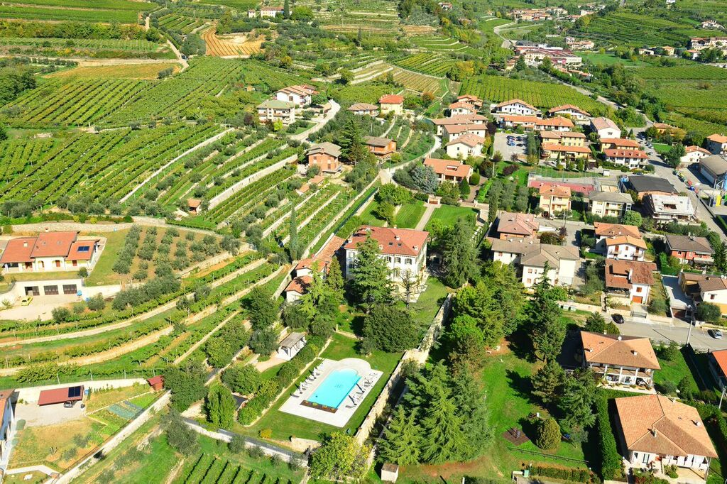 Additional photo for property listing at Prestigious villa in the heart of Valpolicella  Verona, Verona 37020 Italien