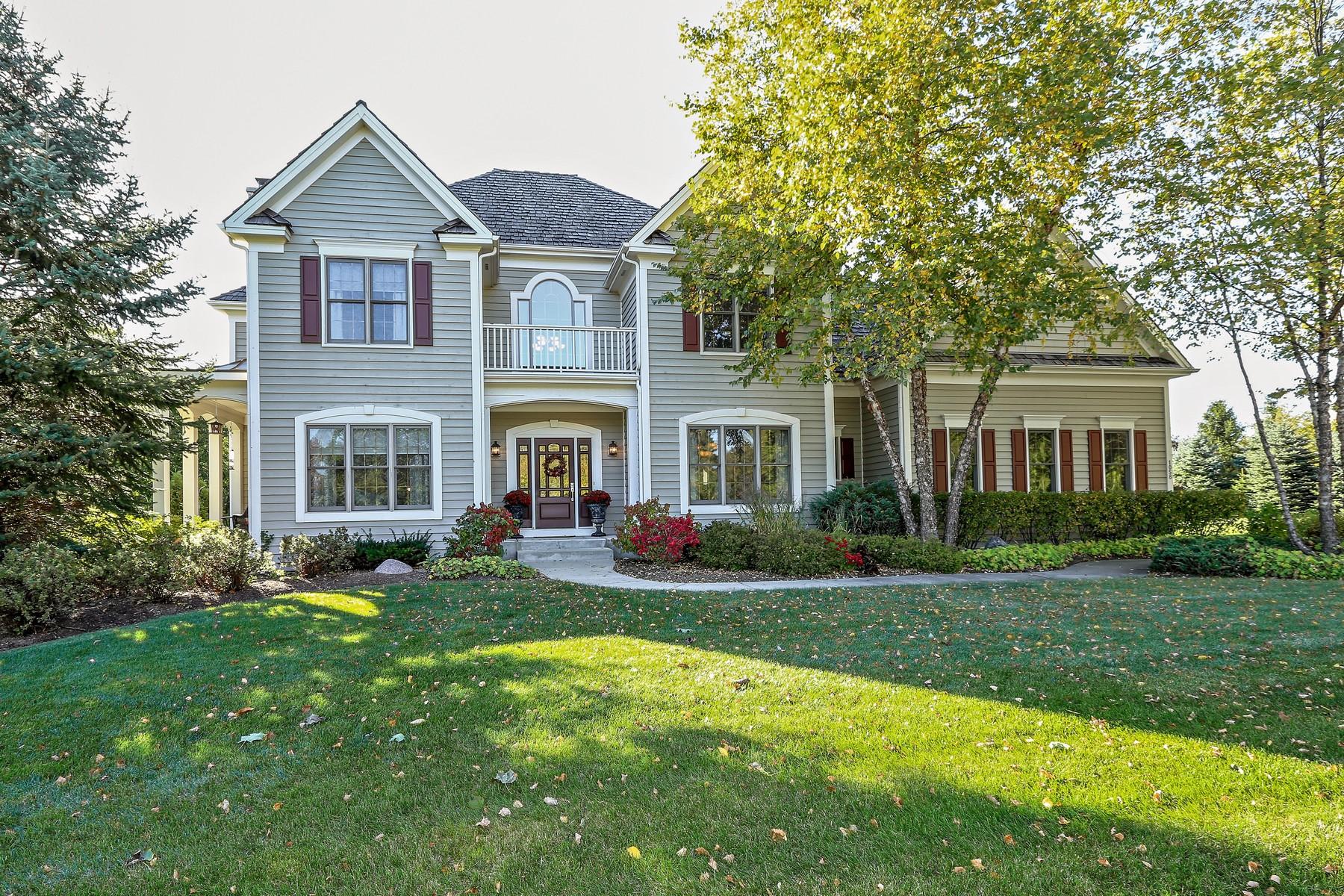 Casa Unifamiliar por un Venta en Custom Home on Beautiful Lot 1058 Dove Way Cary, Illinois 60013 Estados Unidos