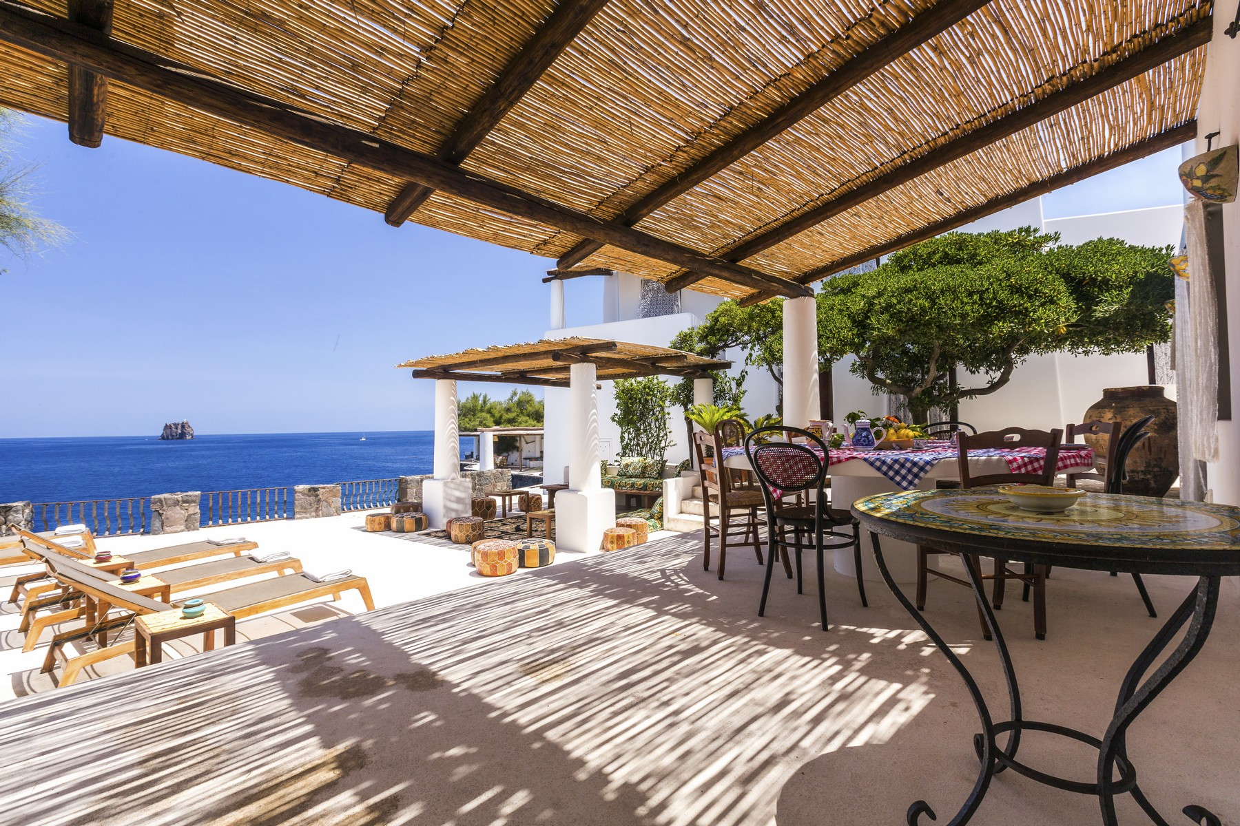 Additional photo for property listing at Fashion glamour at the heart of the Mediterranean Stromboli Stromboli, Messina 98050 Italia