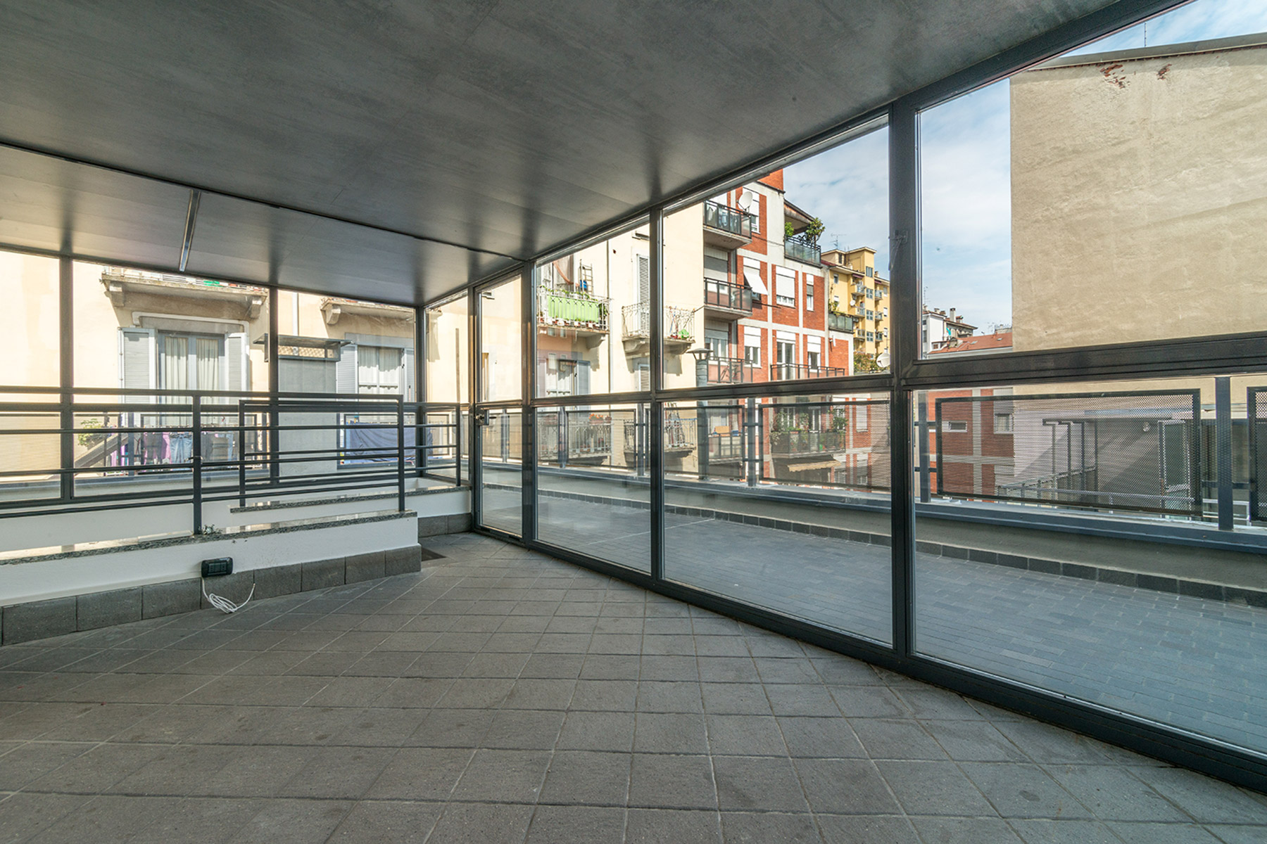 Additional photo for property listing at Particular apartament in exclusive contest viale Abruzzi Milano, Milan 20131 Italie
