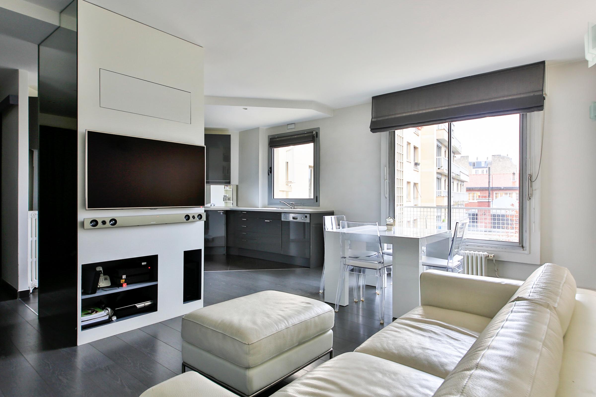Частный односемейный дом для того Продажа на Apartment - Exelmans Paris, Париж 75016 Франция