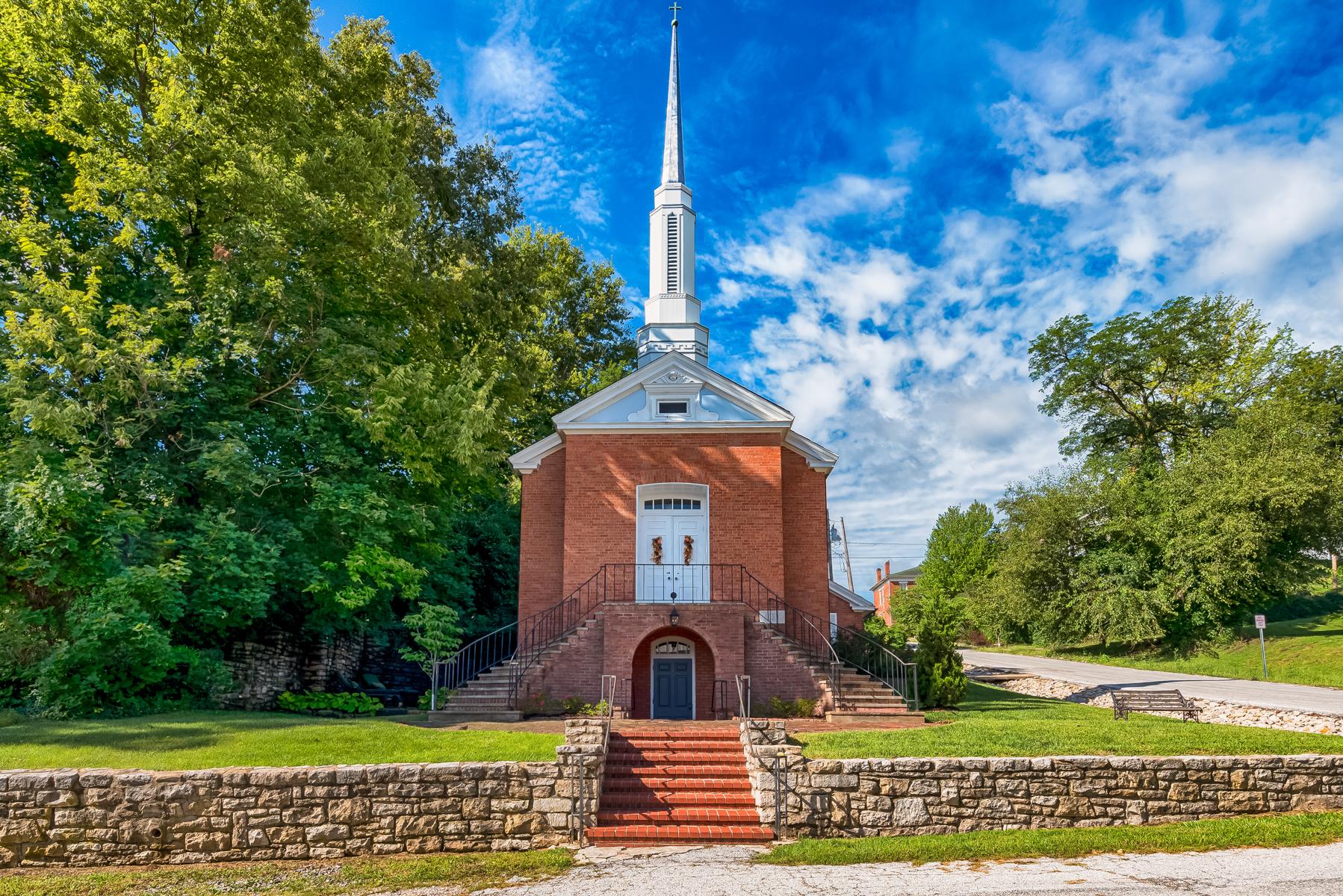 단독 가정 주택 용 매매 에 This property was the quaint Grace Church that looked over the town of Clarksvil 101 South 3rd Street Clarksville, 미주리, 63336 미국