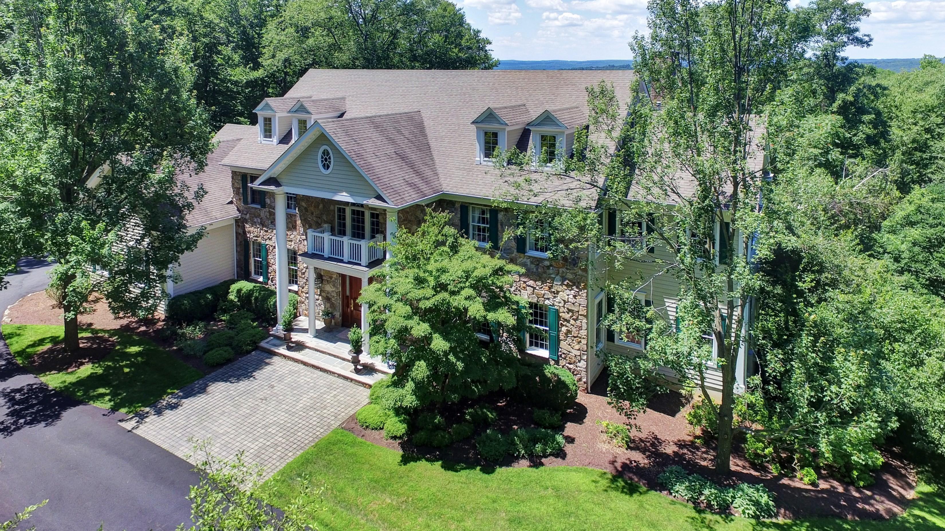 Villa per Vendita alle ore Custom Colonial Estate Home 51 Ravine Lake Road Bernardsville, New Jersey 07924 Stati Uniti