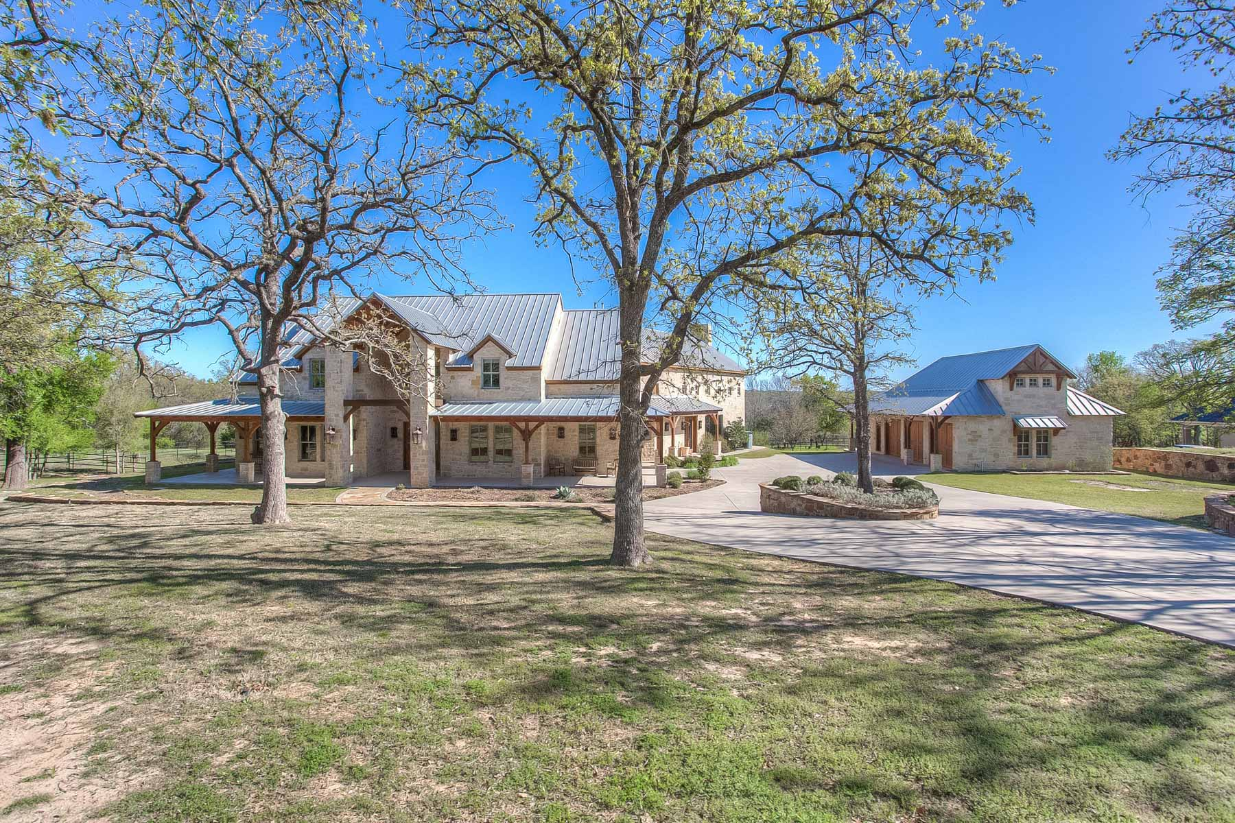 Single Family Home for Sale at Southwestern in Rollins Hills Estate 133 E. Bozeman Lane Fort Worth, Texas, 76108 United States