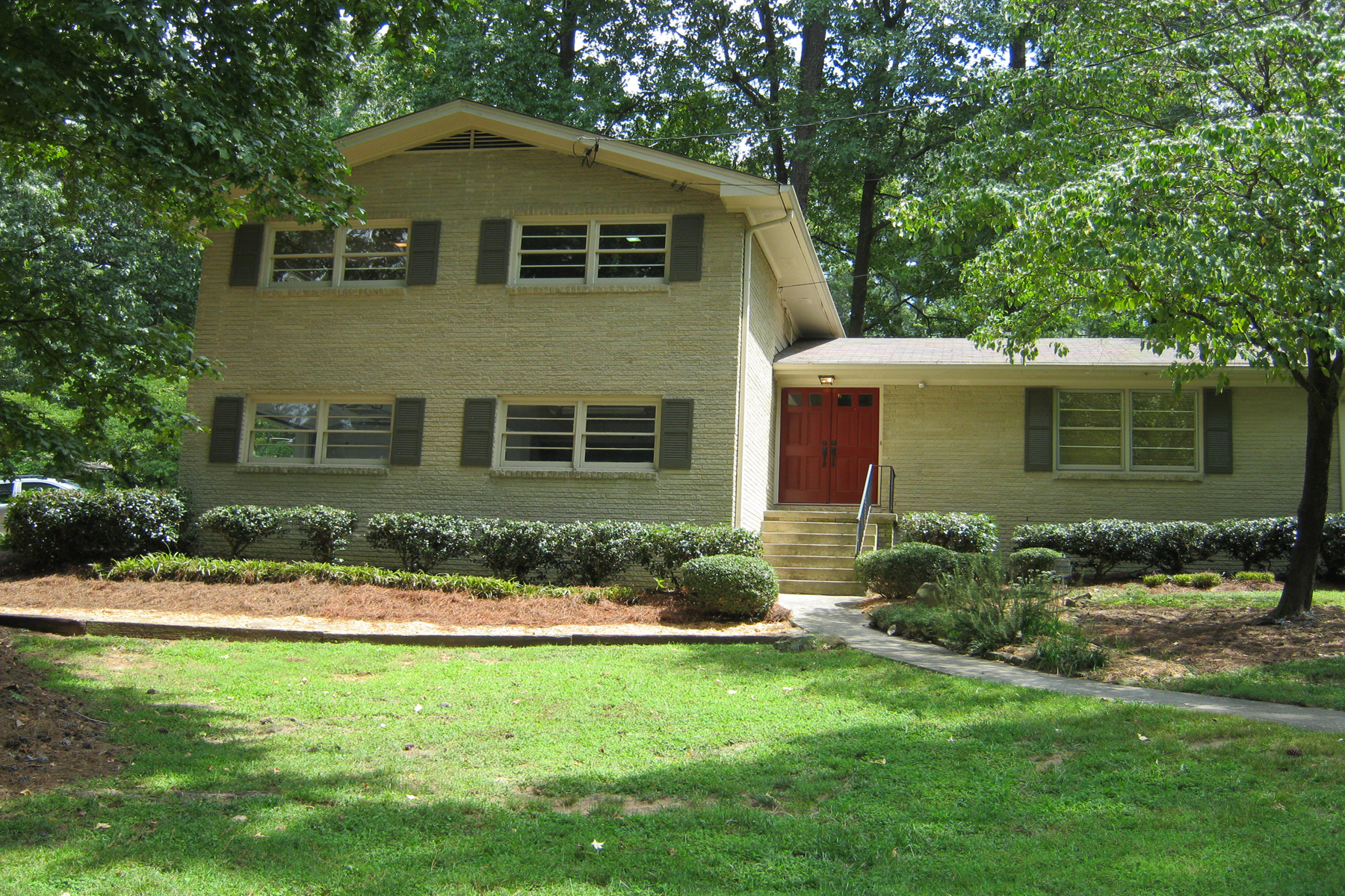 rentals property at Wonderful Home With Beautiful Yard In Doraville