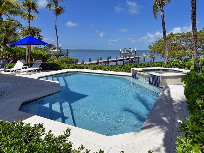 Maison unifamiliale pour l Vente à Spectacular Bayfront Home 11 N Bounty Lane Key Largo, Florida 33037 États-Unis