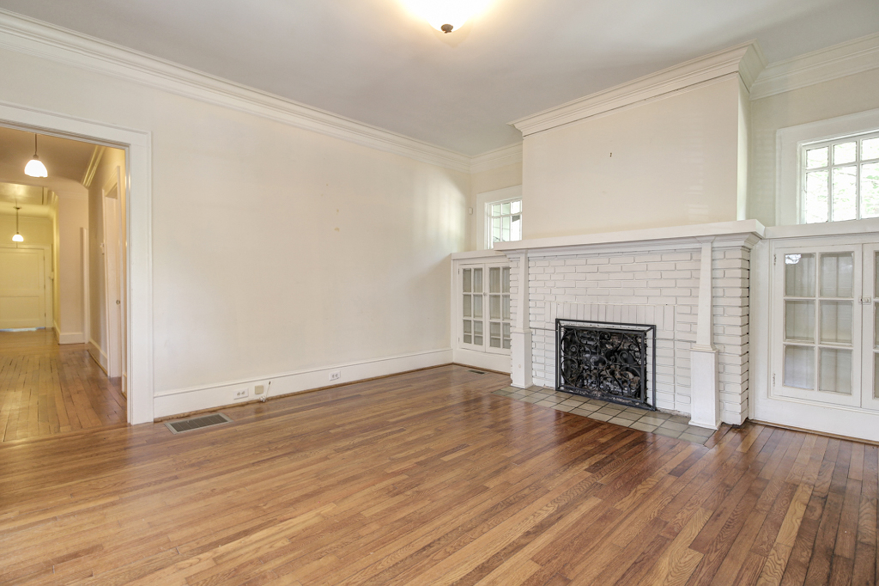Additional photo for property listing at Virginia Highlands Bungalow 618 Cresthill Avenue Atlanta, 조지아 30306 미국