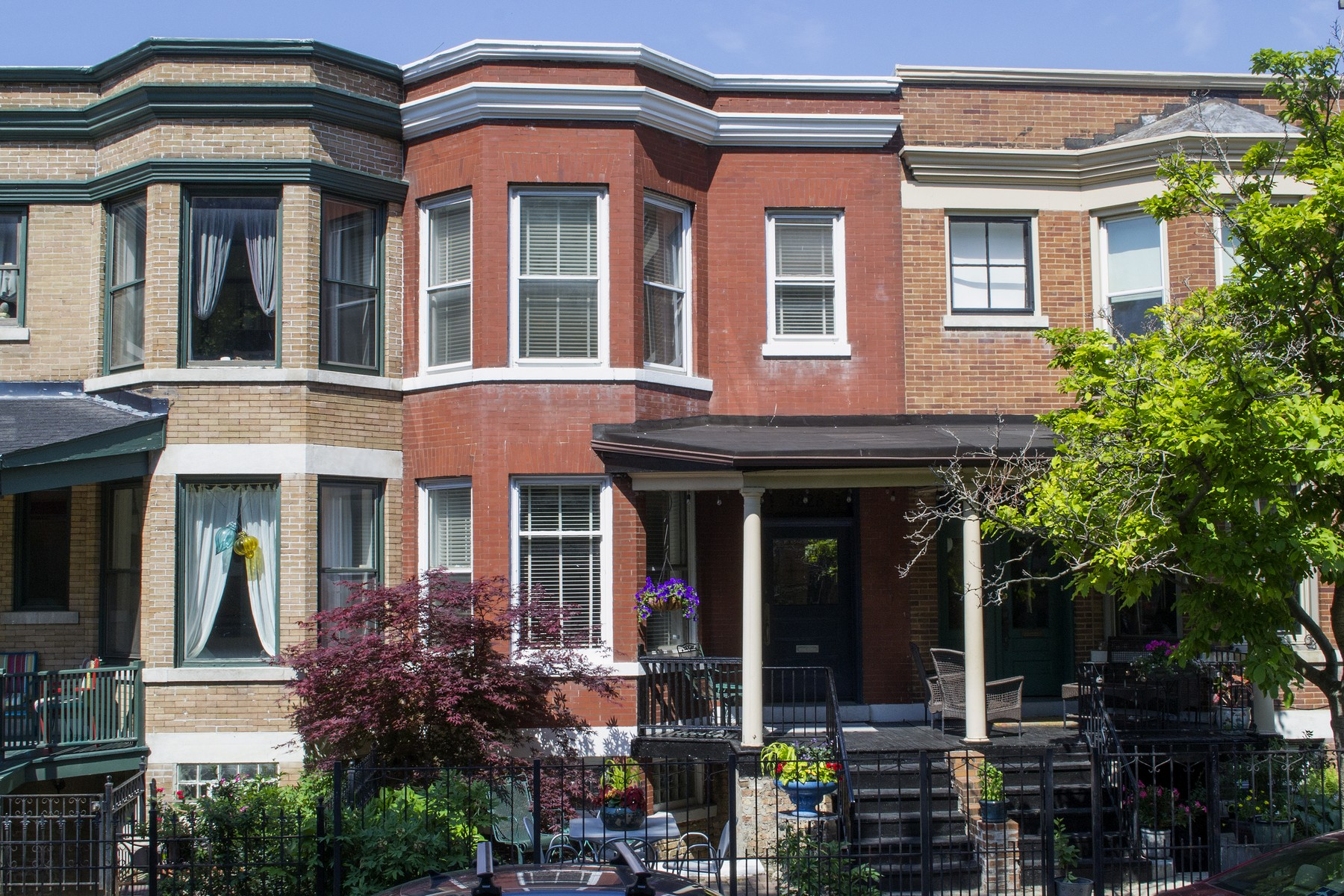 sales property at Charming Row House in East Lakeview