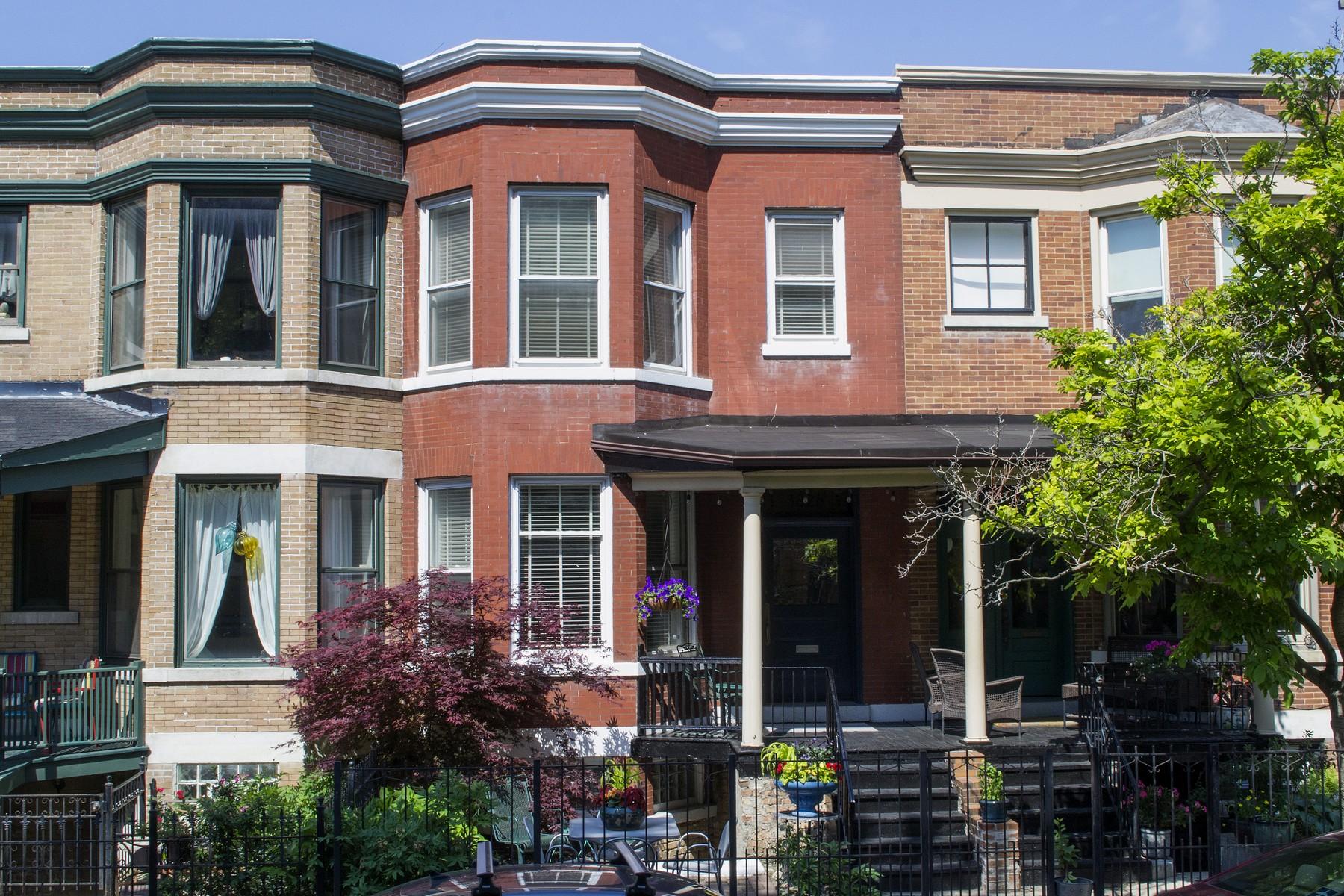 Nhà ở một gia đình vì Bán tại Charming Row House in East Lakeview 3828 N Wilton Avenue Lakeview, Chicago, Illinois, 60613 Hoa Kỳ