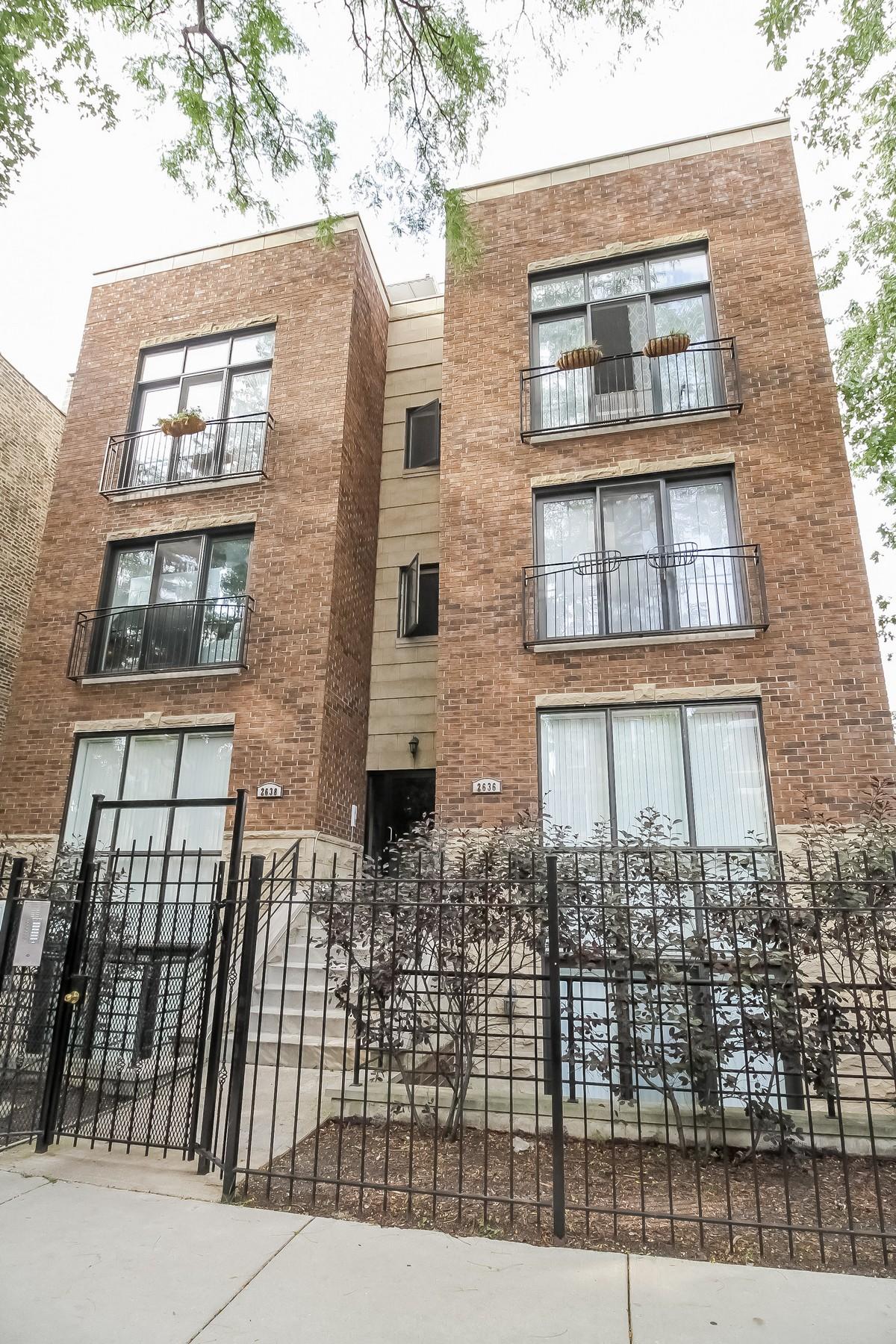Eigentumswohnung für Verkauf beim Bright and Spacious Penthouse 2638 W Potomac Avenue Unit 3 Humboldt Park, Chicago, Illinois, 60622 Vereinigte Staaten