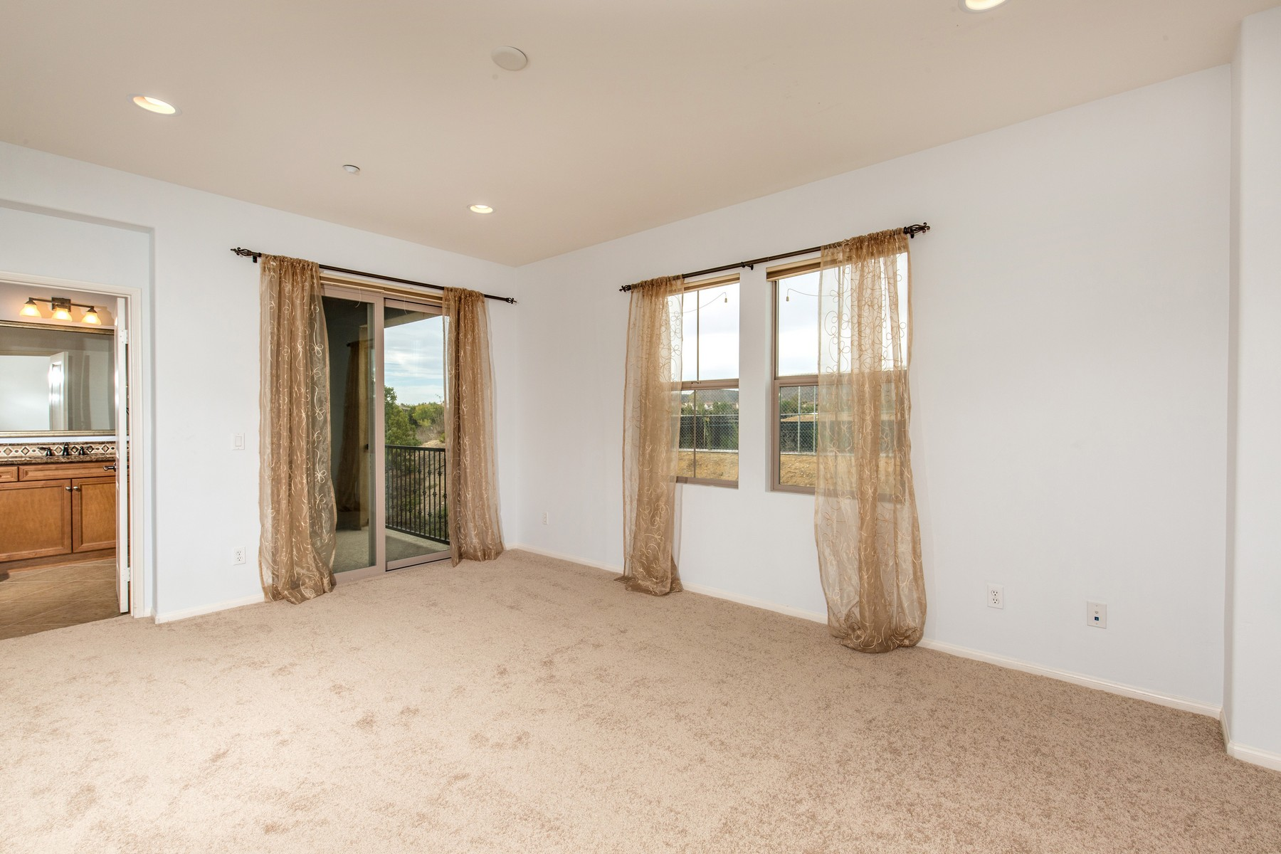 Additional photo for property listing at 8484 Christopher Ridge Terrace  San Diego, California 92127 United States