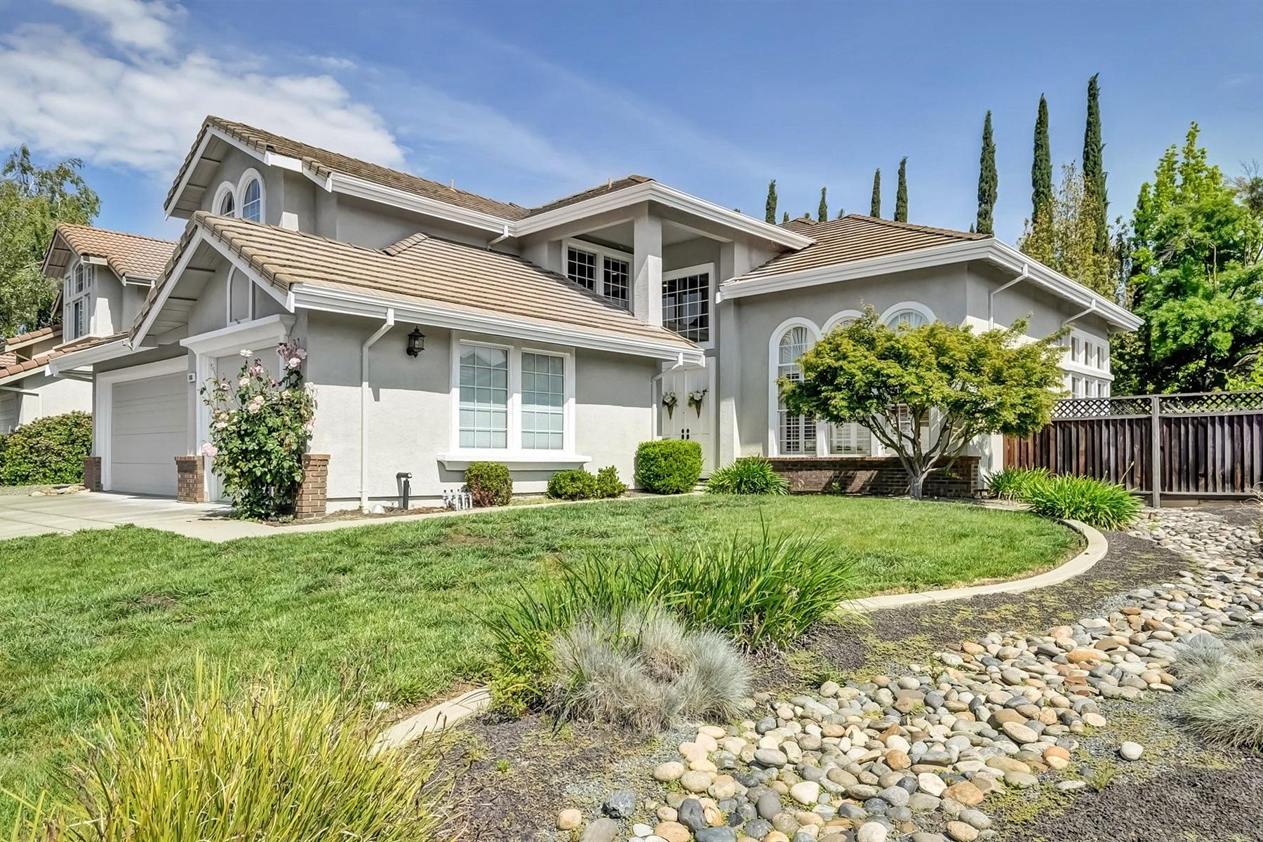 Частный односемейный дом для того Продажа на Desirable Tassajara Ranch 108 Pinnacle Ridge Court Danville, Калифорния, 94506 Соединенные Штаты