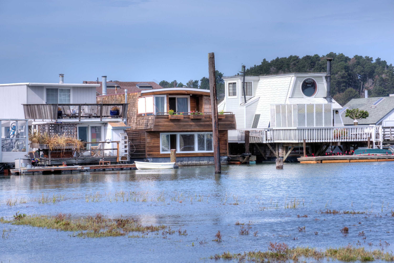 Autre résidentiel pour l Vente à Live the Floating Home Lifestile 14 Gate 6 1/2 Road Sausalito, Californie 94965 États-Unis