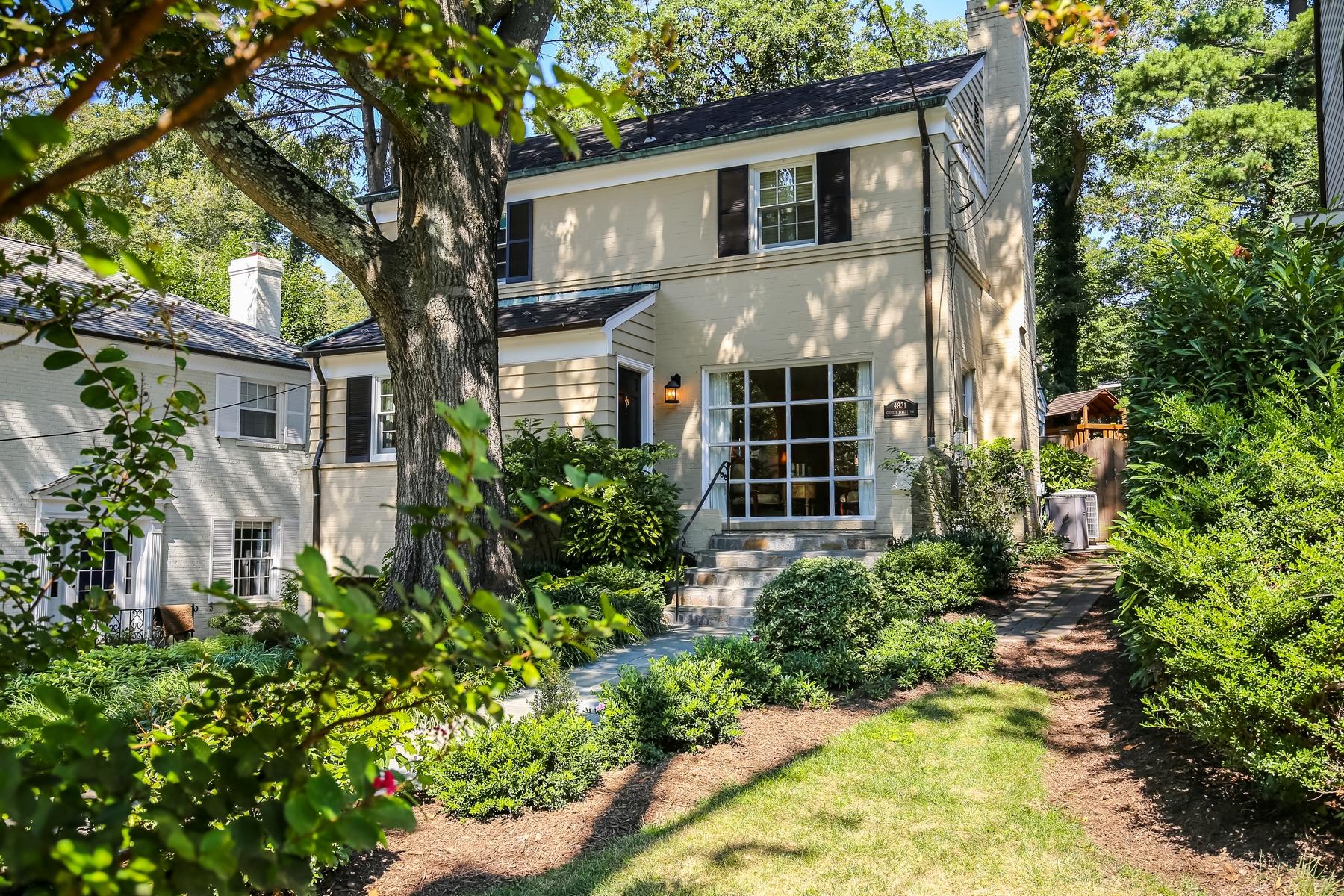 Casa para uma família para Venda às Palisades 4831 Calvert Street NW Washington, Distrito De Columbia 20007 Estados Unidos