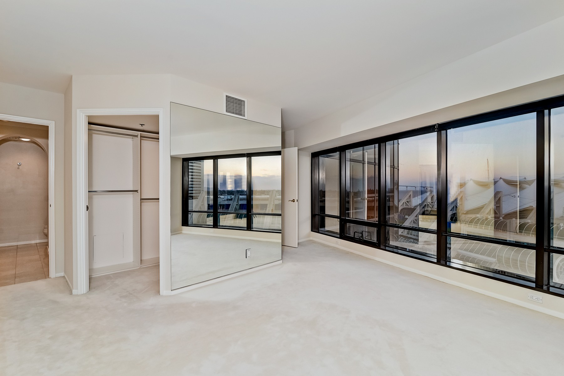 Additional photo for property listing at Harbor Club 200 Harbor Drive 1102 San Diego, California 92101 Estados Unidos