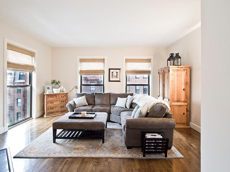 Condominio por un Venta en Large Corner One Bedroom At The Prince 201 Newbury Street Unit 309 Back Bay, Boston, Massachusetts 02116 Estados Unidos