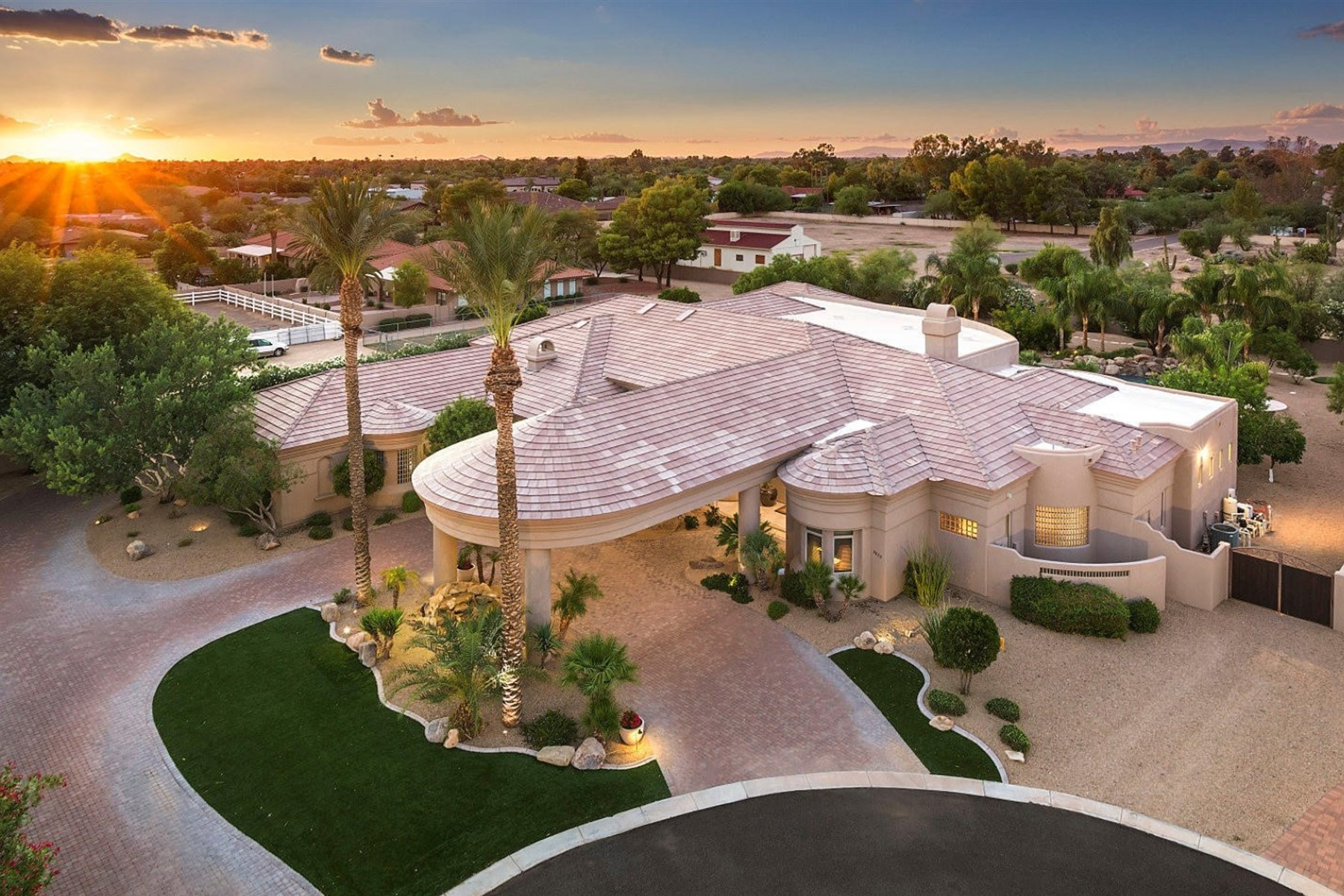 独户住宅 为 销售 在 Fabulous Custom Home In The Exclusive Privately Gated Lebella Casa Cactus Acres 9822 E Desert Cove Ave Scottsdale, 亚利桑那州 85260 美国