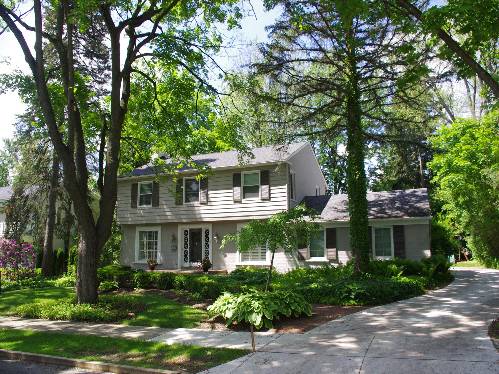 独户住宅 为 销售 在 Bloomfield 229 Clifton Road Bloomfield, 密歇根州 48301 美国
