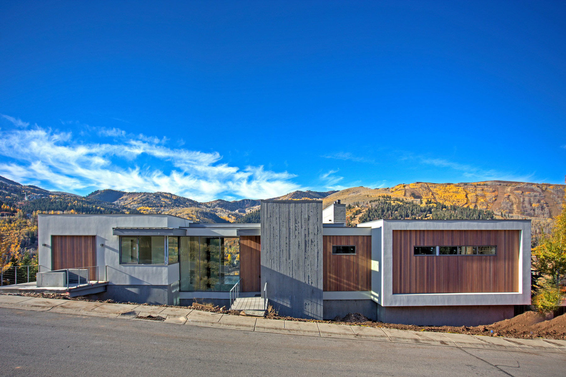Maison unifamiliale pour l Vente à True Modern Design with Stunning Ski Hill Views 1402 April Mountain Dr Park City, Utah, 84060 États-Unis