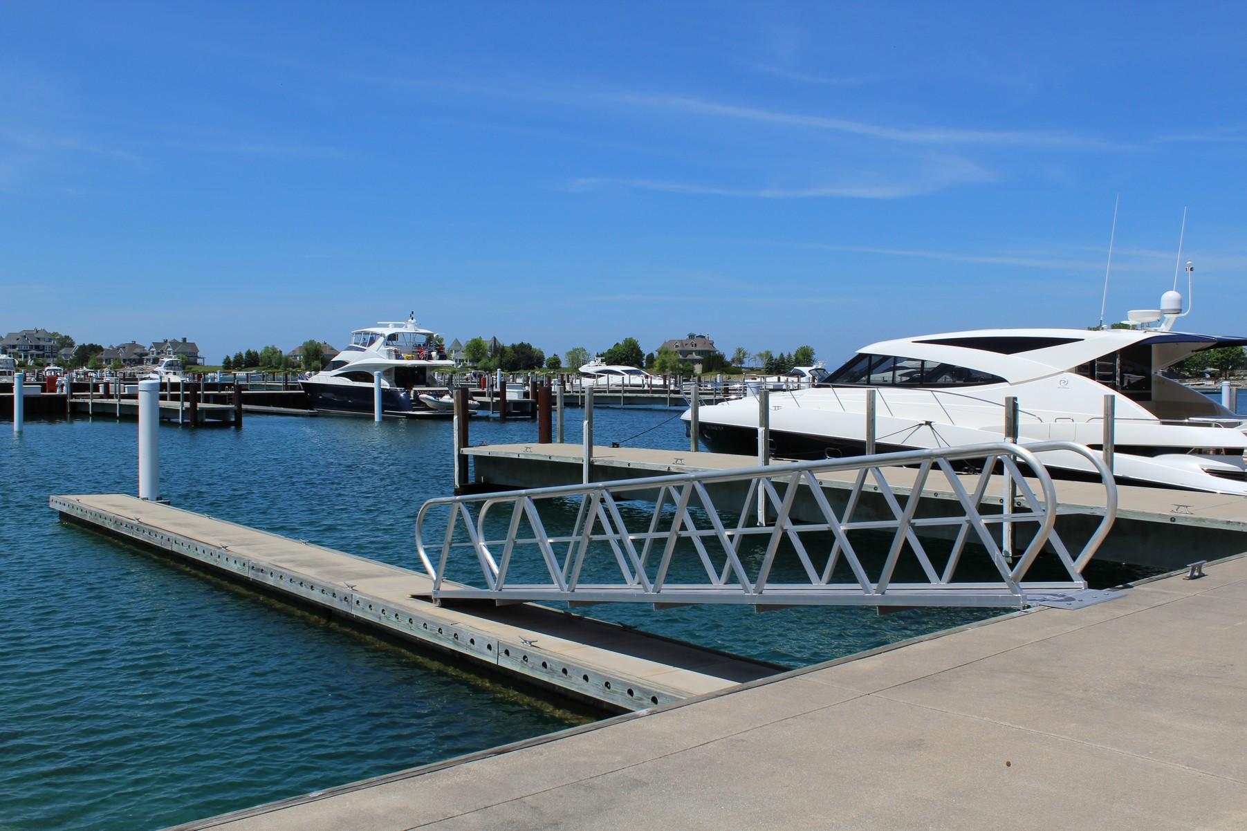 為 出售 在 Yacht Dock 99 4300 Vista Drive, Unit 99 Bay Harbor, 密歇根州, 49770 美國