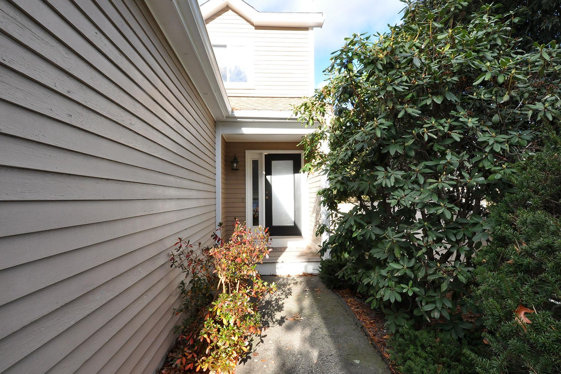 Property For Sale at 11 Lanes End, Unit 11